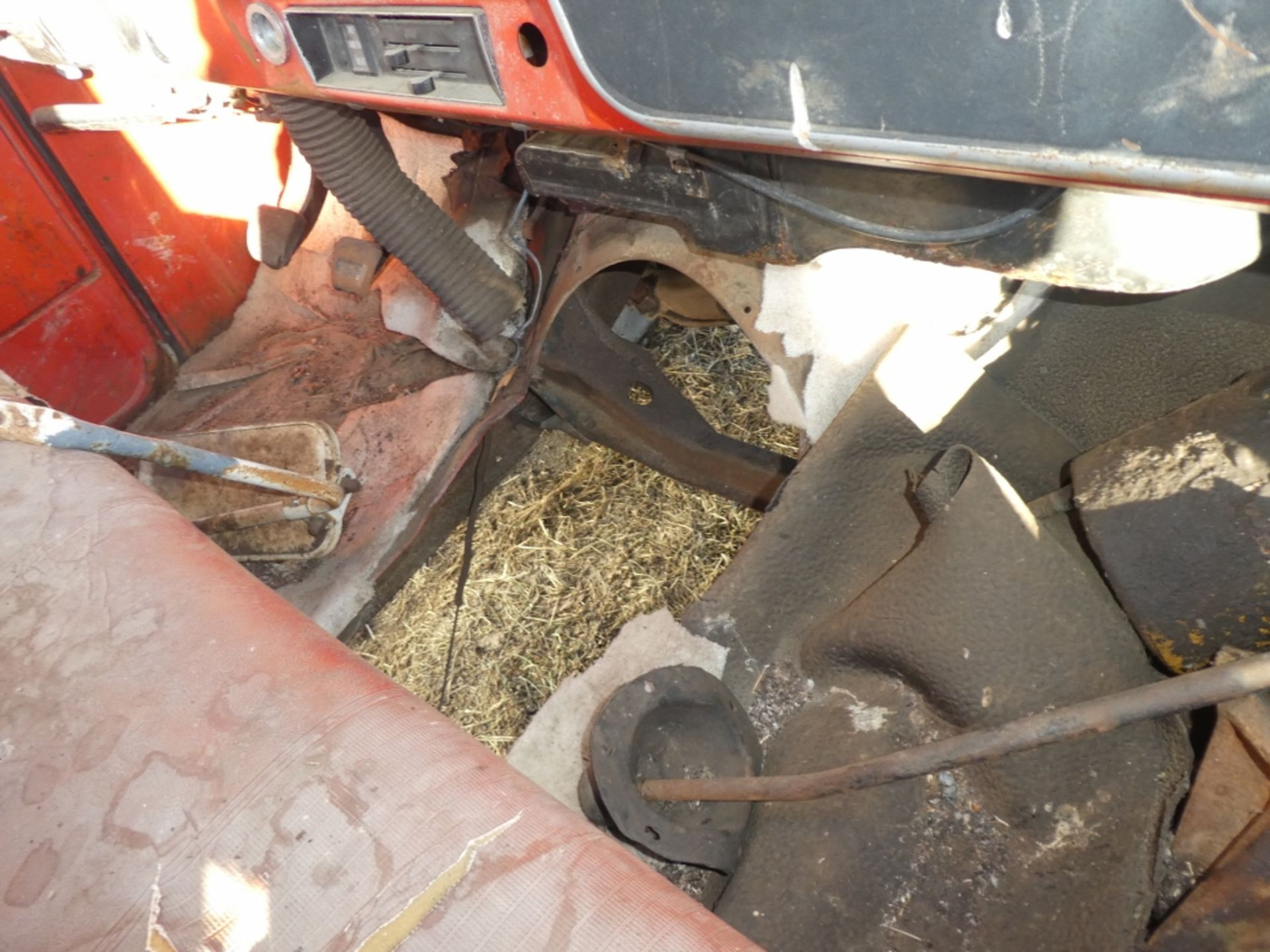 1970'S CHEV 30 CAB & CHASSIS - REG CAB, DUALS, NO ENGINE OR TRANSMISSION S/N CE3371125498 - Image 9 of 9
