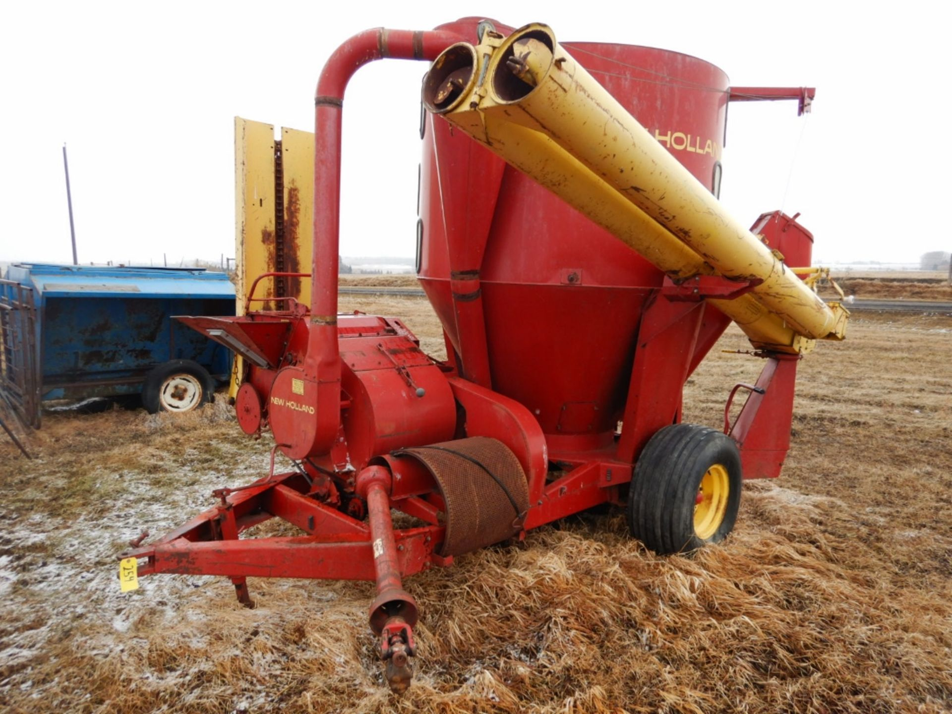 NH 357 GRINDER MIXER MILL W/SQUARE BALE FEEDER ATTACH., EXTRA SCREENS