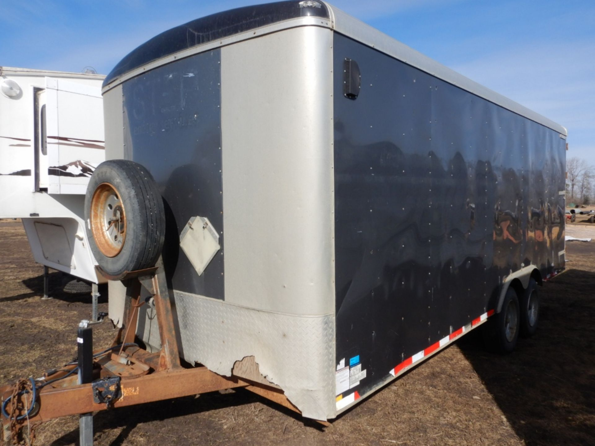 04/2012 TNT TRAILER - 20 FT T/A ENCLOSED TRAILER W/REAR BARN DOORS, S/N 5WBBE20226CW0058005 - Image 2 of 7