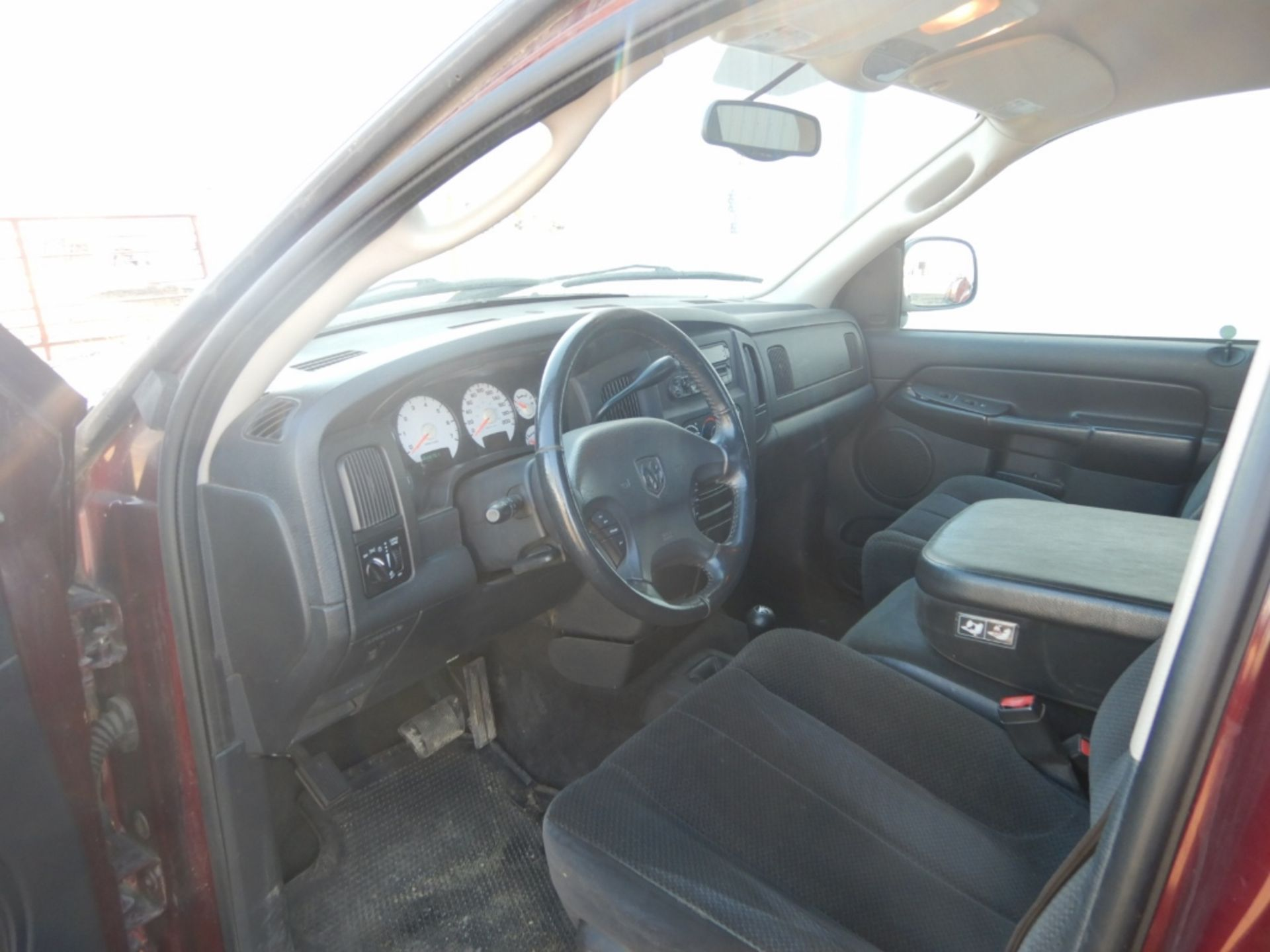2003 DODGE RAM 1500 PICKUP, GAS, CREW CAB, SHORT BOX, AT, 248,000KM'S SHOWING, S/N - Image 8 of 11