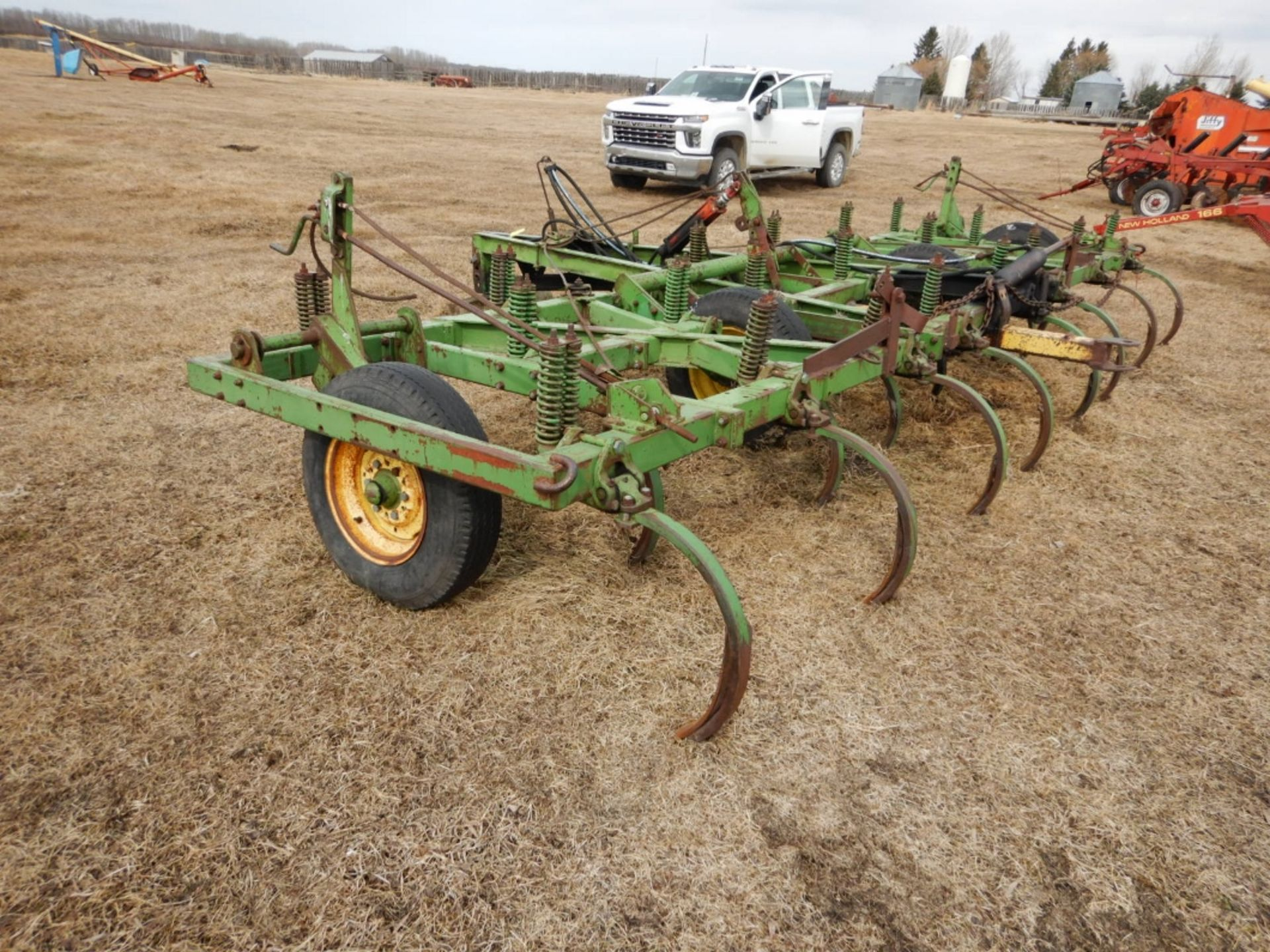 JD 18 FT DEEP TILLAGE CULTIVATOR W/SPIKES - Image 3 of 4
