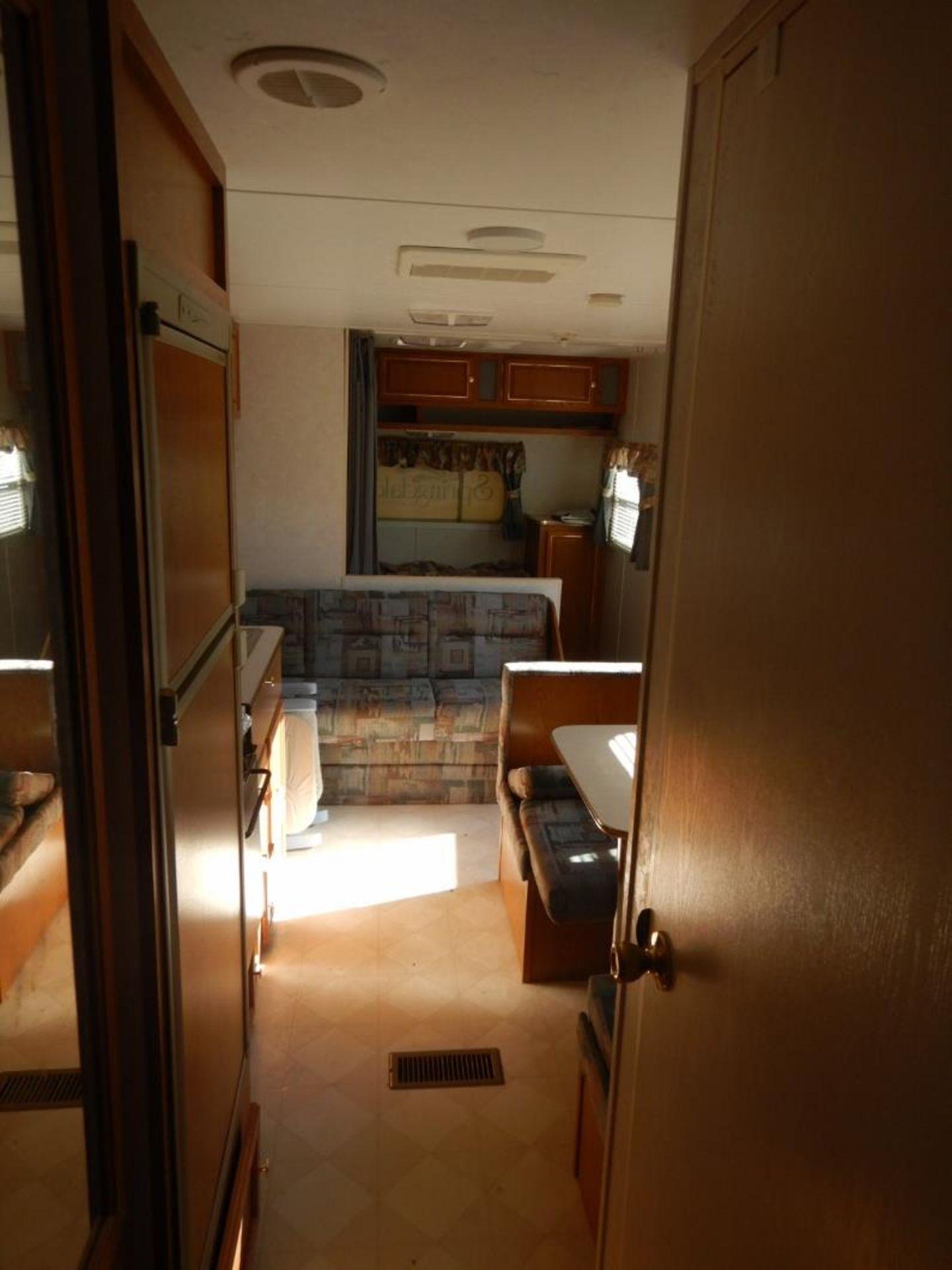 06/1998 KEYSTONE SPRINGDALE LITE 203B T/A RV TRAILER W/FRONT BEDROOM, CENTRE DINETTE S/N - Image 13 of 14