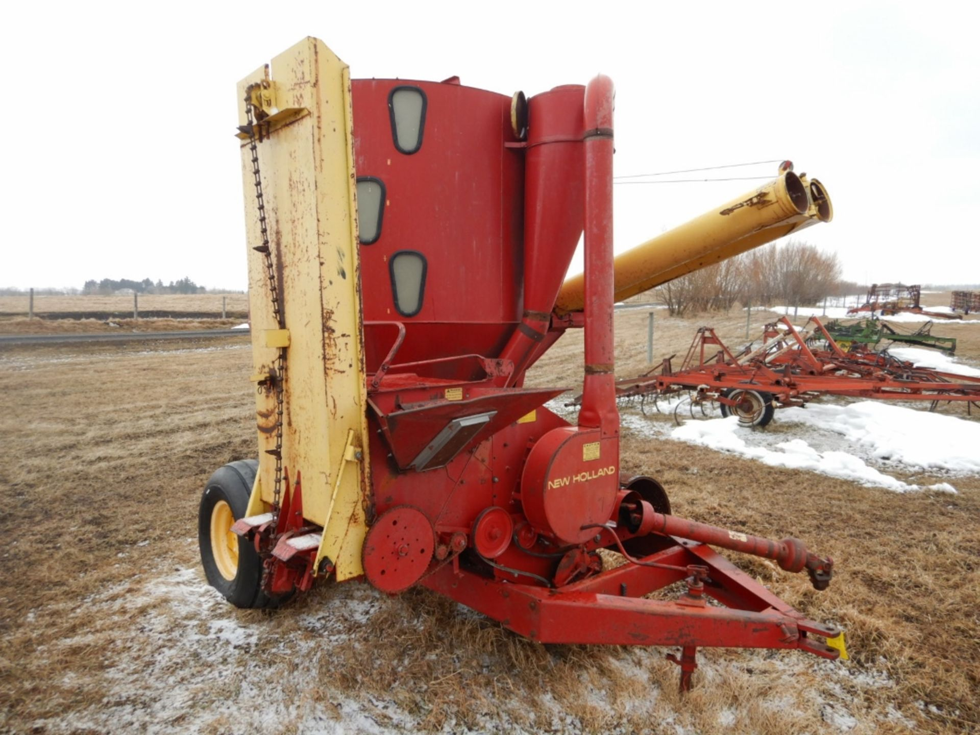 NH 357 GRINDER MIXER MILL W/SQUARE BALE FEEDER ATTACH., EXTRA SCREENS - Image 2 of 7