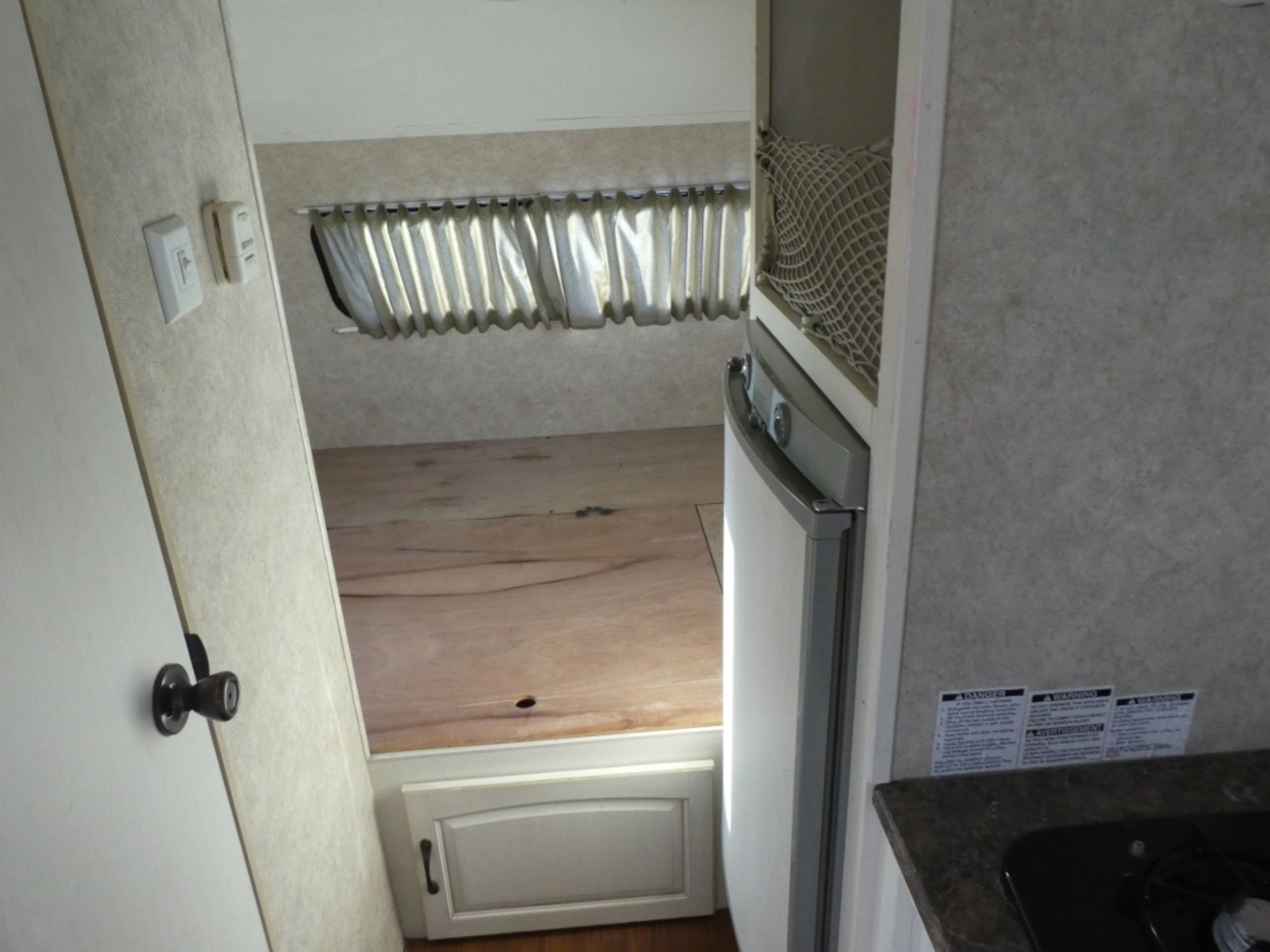 10/2008 FOREST RIVER R-POD S/A HOLIDAY TRAILER MODEL RP171 S/N 4X4TRP7151L004142 W/A/C, BATHROOM, - Image 8 of 12