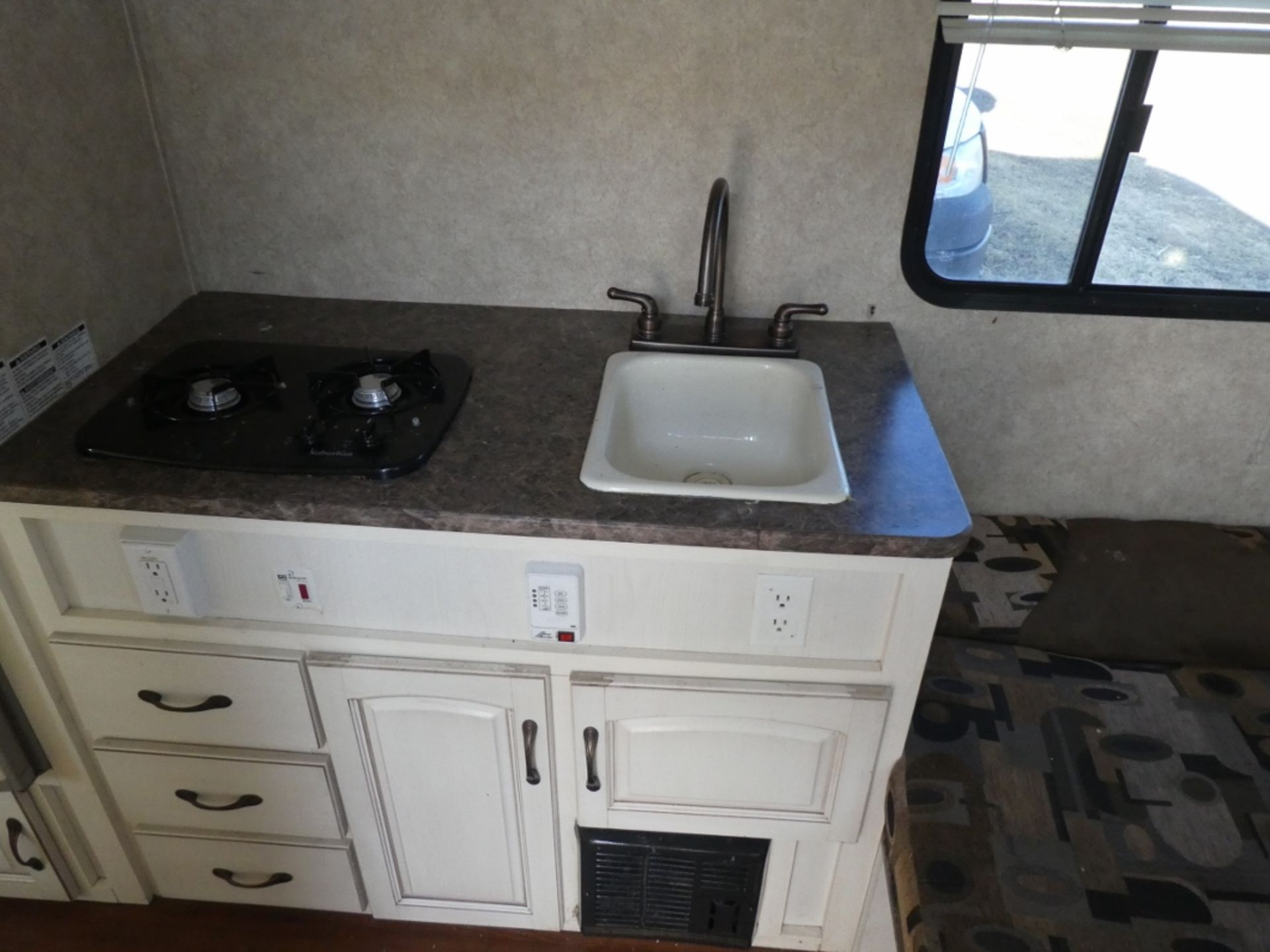 10/2008 FOREST RIVER R-POD S/A HOLIDAY TRAILER MODEL RP171 S/N 4X4TRP7151L004142 W/A/C, BATHROOM, - Image 12 of 12