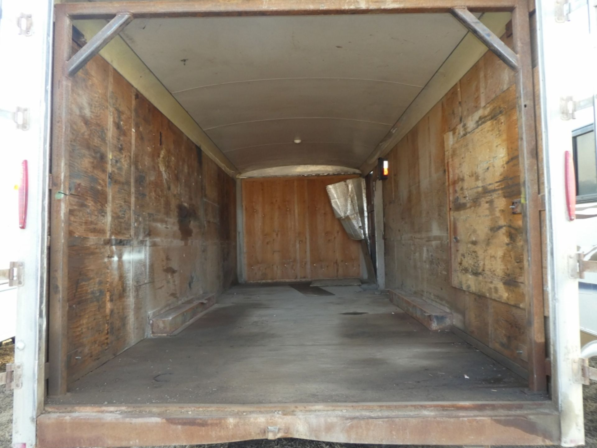 04/2012 TNT TRAILER - 20 FT T/A ENCLOSED TRAILER W/REAR BARN DOORS, S/N 5WBBE20226CW0058005 - Image 5 of 7