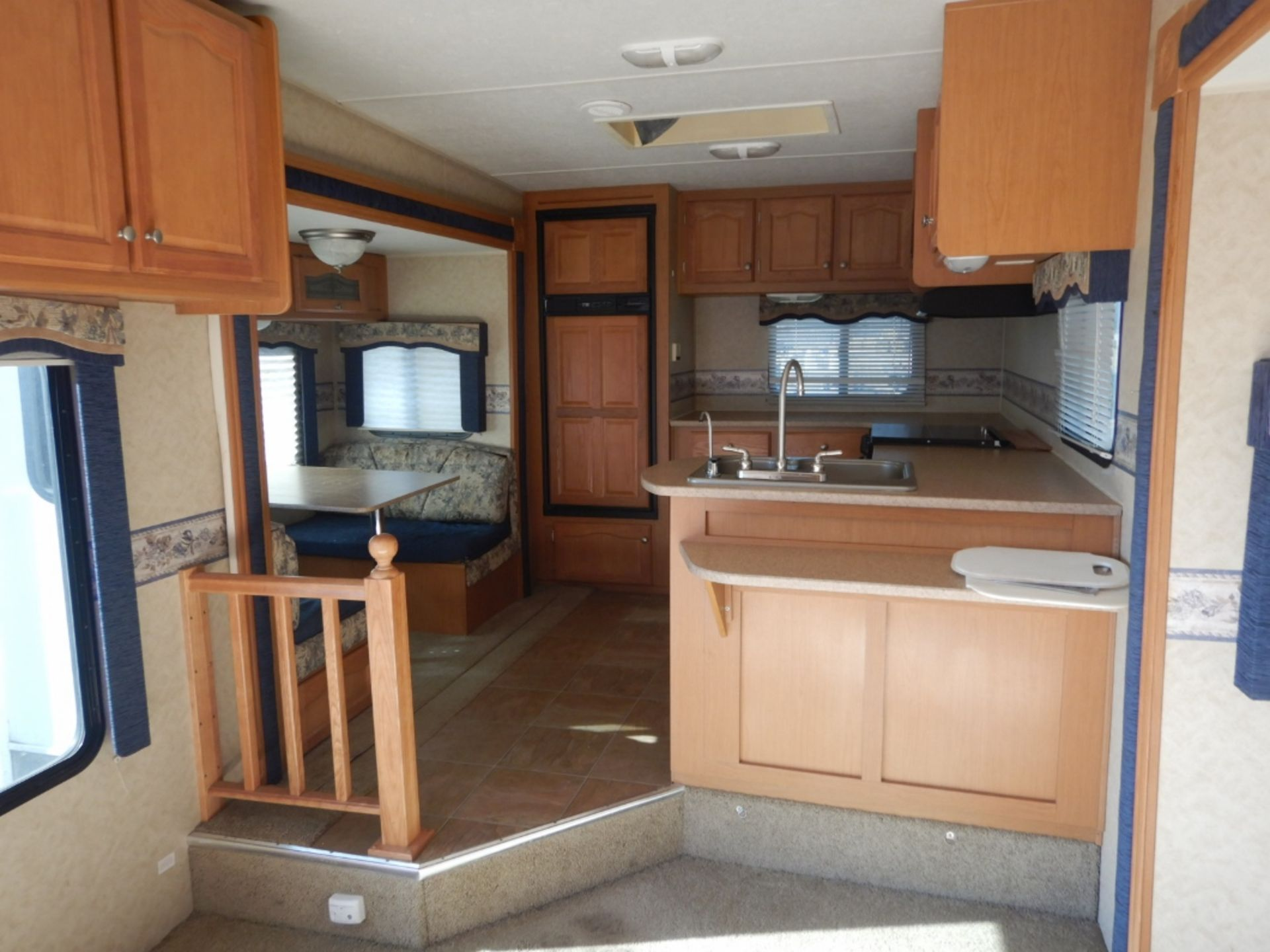 2006 DUTCHMEN DENALI 31RGBS/M5 5W HOLIDAY RV TRAILER S/N 47CFD1S226P616039 W/3-SLIDE-OUTS, AWNING, - Image 7 of 16