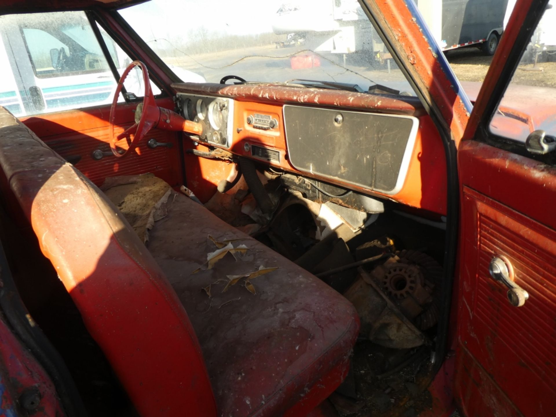 1970'S CHEV 30 CAB & CHASSIS - REG CAB, DUALS, NO ENGINE OR TRANSMISSION S/N CE3371125498 - Image 8 of 9