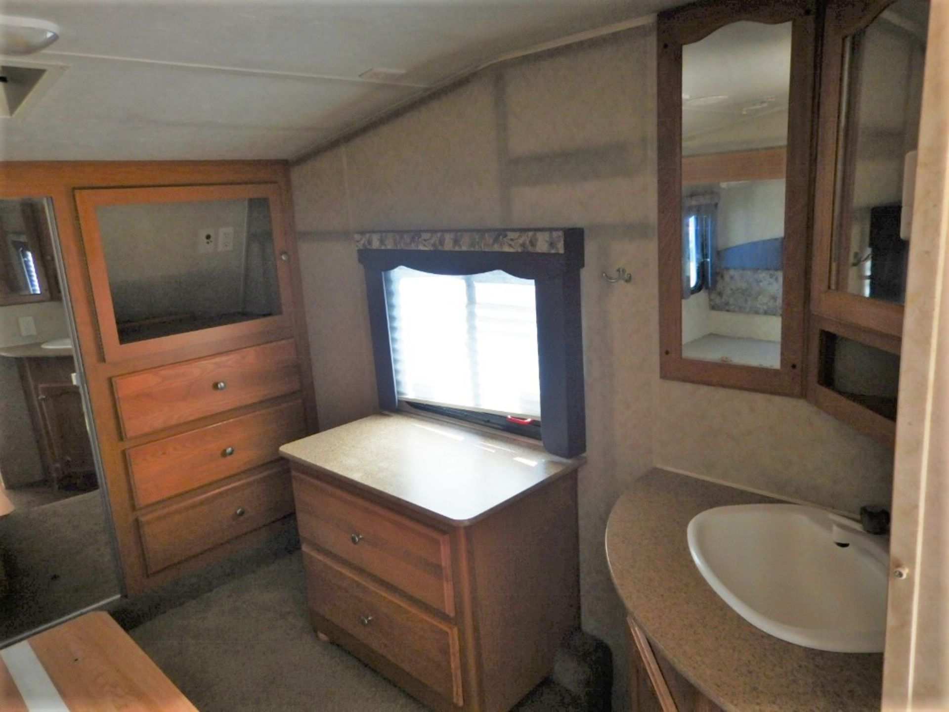 2006 DUTCHMEN DENALI 31RGBS/M5 5W HOLIDAY RV TRAILER S/N 47CFD1S226P616039 W/3-SLIDE-OUTS, AWNING, - Image 8 of 16