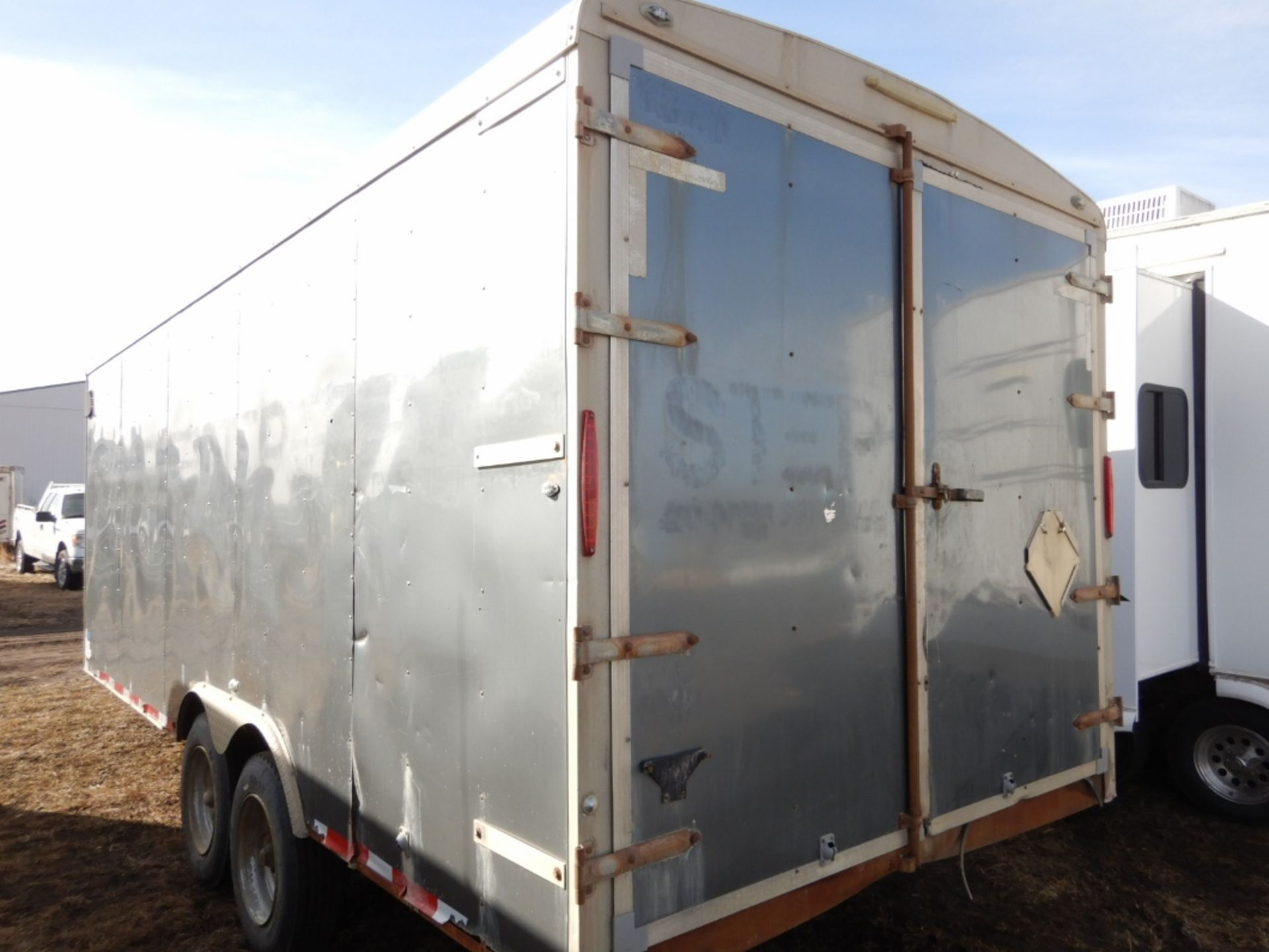 04/2012 TNT TRAILER - 20 FT T/A ENCLOSED TRAILER W/REAR BARN DOORS, S/N 5WBBE20226CW0058005 - Image 3 of 7