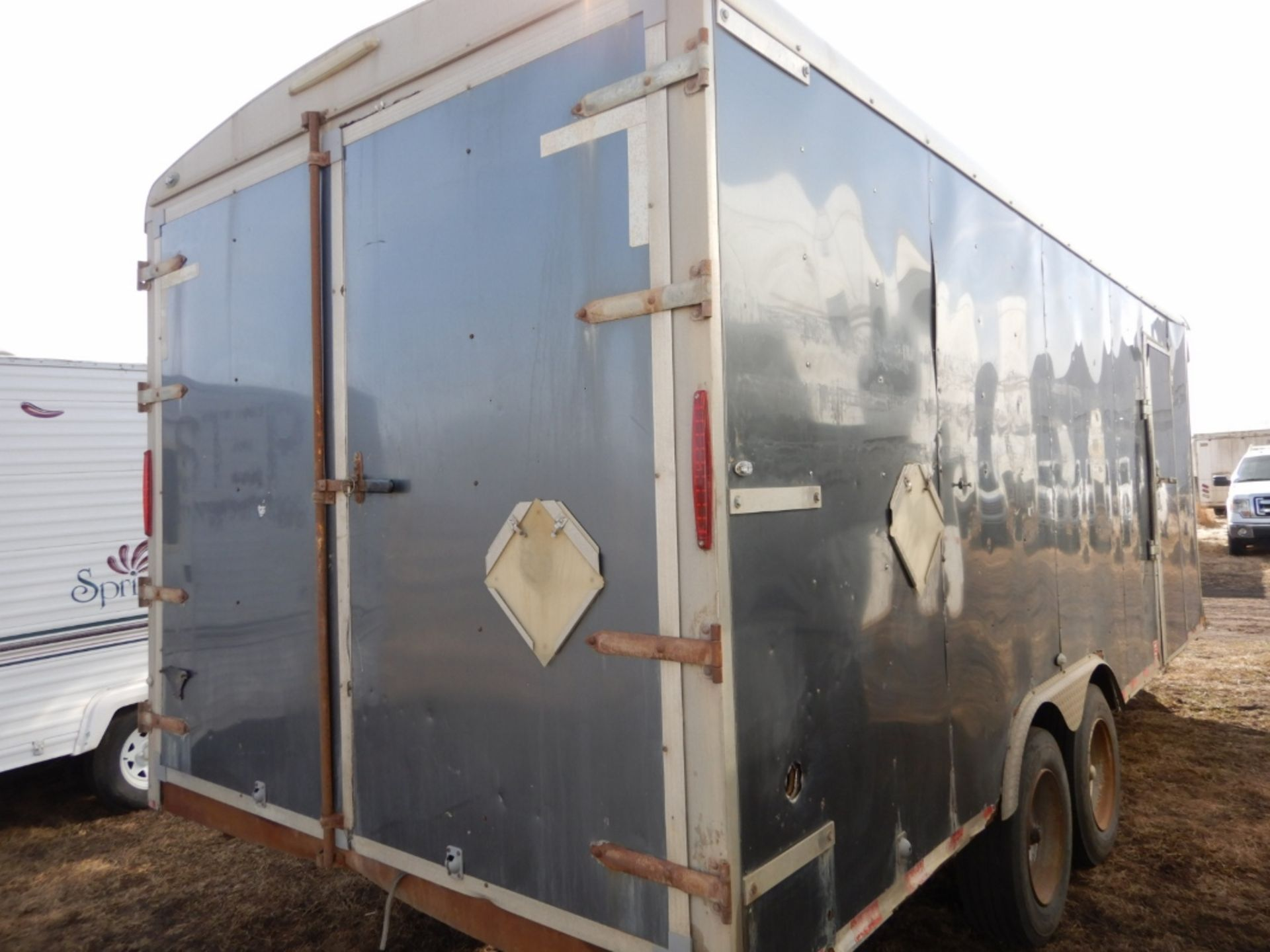 04/2012 TNT TRAILER - 20 FT T/A ENCLOSED TRAILER W/REAR BARN DOORS, S/N 5WBBE20226CW0058005 - Image 4 of 7