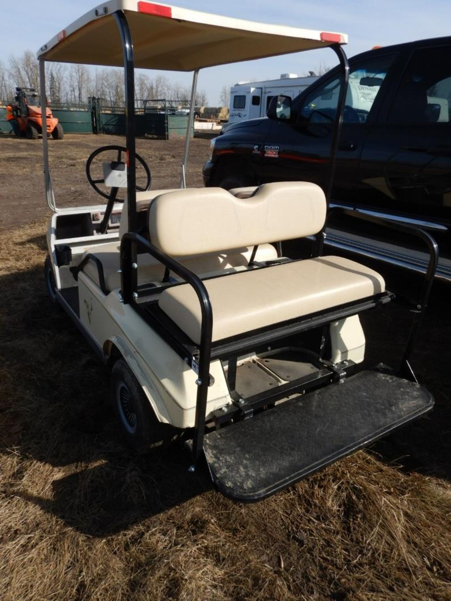 CLUB CAR GAS POWERED GOLF CART S/N AG9132254635 W/NEW BRAKES, BATTERY, REAR SEAT - Image 3 of 6