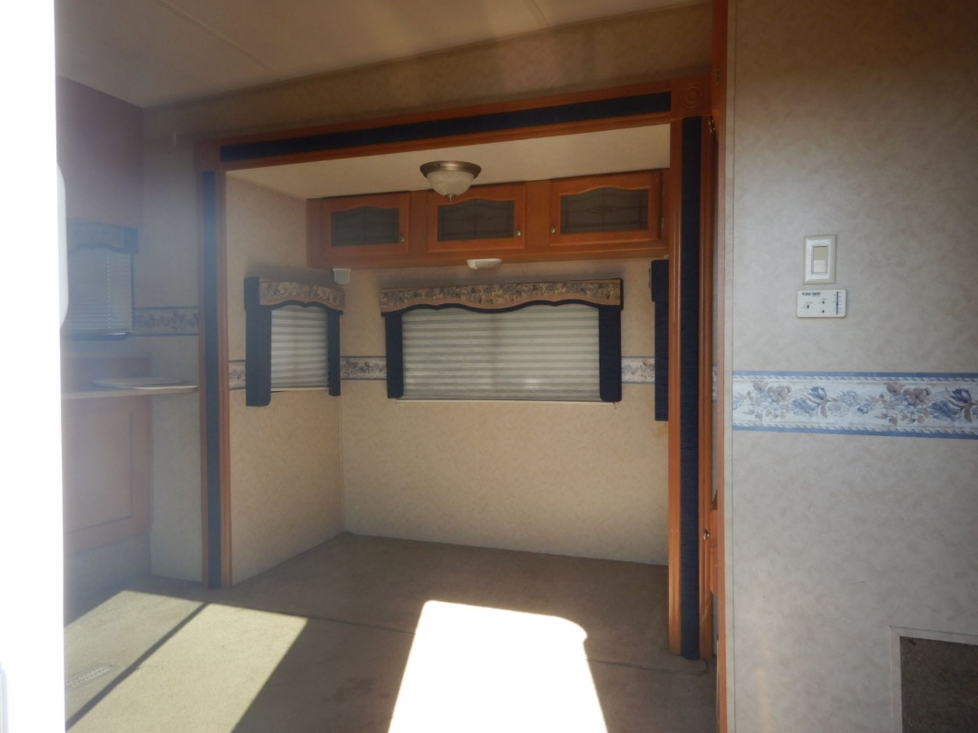 2006 DUTCHMEN DENALI 31RGBS/M5 5W HOLIDAY RV TRAILER S/N 47CFD1S226P616039 W/3-SLIDE-OUTS, AWNING, - Image 10 of 16
