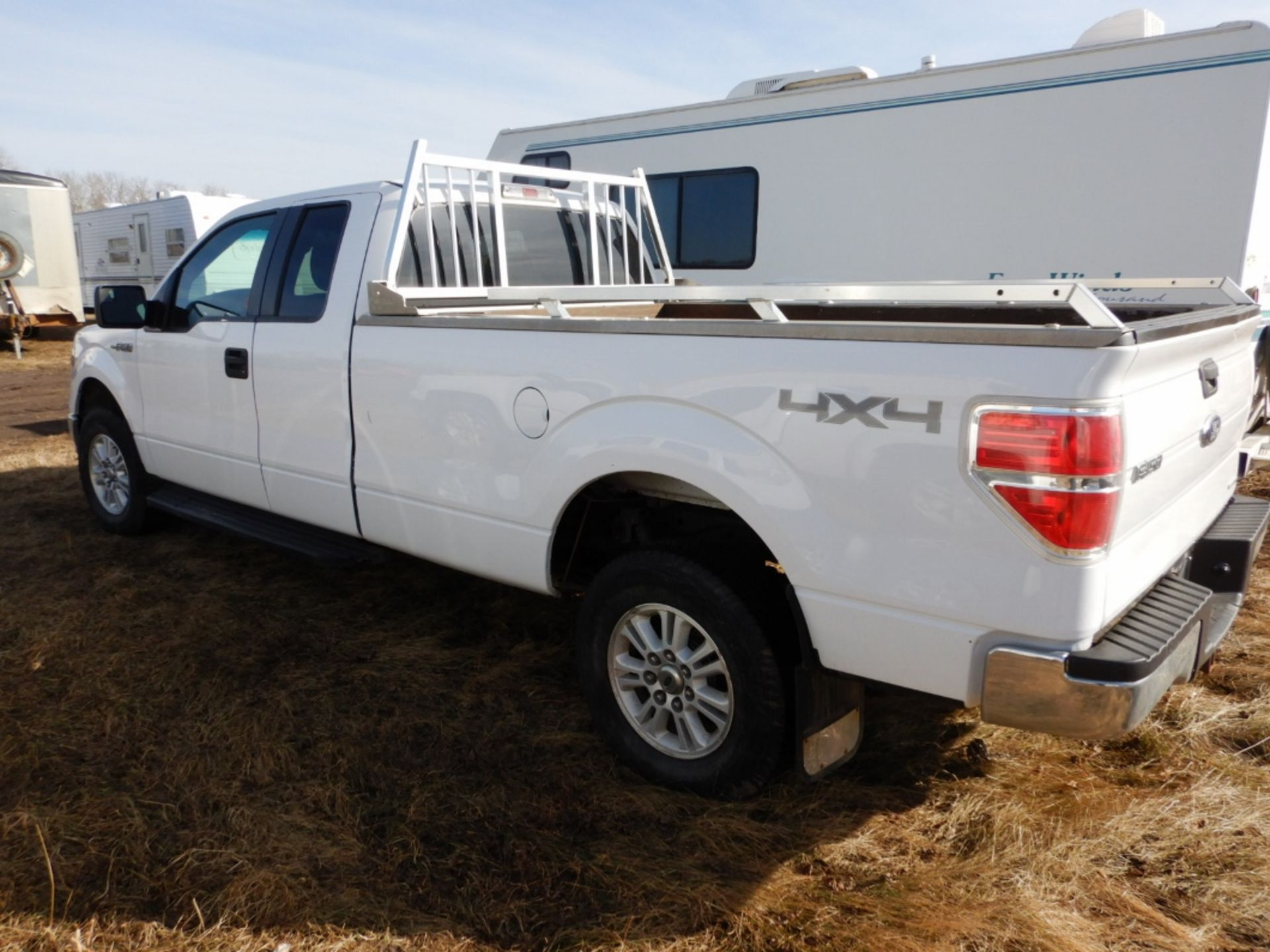 06/2014 FORD F150 XLT 4X4 EXTENDED CAB LONG BOX PICKUP W/BOX RAILS & HEAD ACHE RACK, AT, V8-GAS S/ - Image 4 of 7