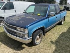 1993 CHEVROLET 1500 EXTENDED CAB PICK UP TRUCK W/ 6FT BOX, 5.7L GAS ENGINE, 250,180KM SHOWING, S/N
