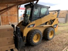 2009 CAT 242B2 SKID STEERW/60 INCH SMOOTH BUCKET – 491 HOURS SHOWING, S/N BXM04400 PIN: