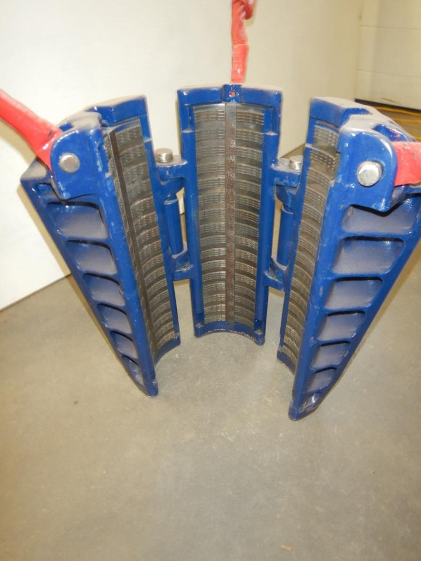 5.5IN TALL ROTARY SLIPS - Image 4 of 6
