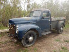 1941 IHC K3 1-TON TRUCK STEP SIDE LONG BOX TRUCK, 4 SPD, W/8 FT BOX, RUNNING DRIVER, 2ND OWNER,