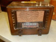 RCA VICTOR VINTAGE ELECTRIC RADIO, S/N 9304, MODEL BT44
