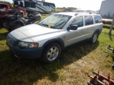 2001 VOLVO V70XC ALL-WHEEL DRIVE STATION WAGON, S/N YV1SZ58D111039561, 450,837 KM SHOWING