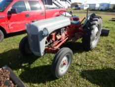 FORDSON 8N TRACTOR W/ 3PT, REAR BLADE, FERGUSON CARRY-ALL TOTE, TIRE CHAINS, CENTRE LINK - RUNS WELL