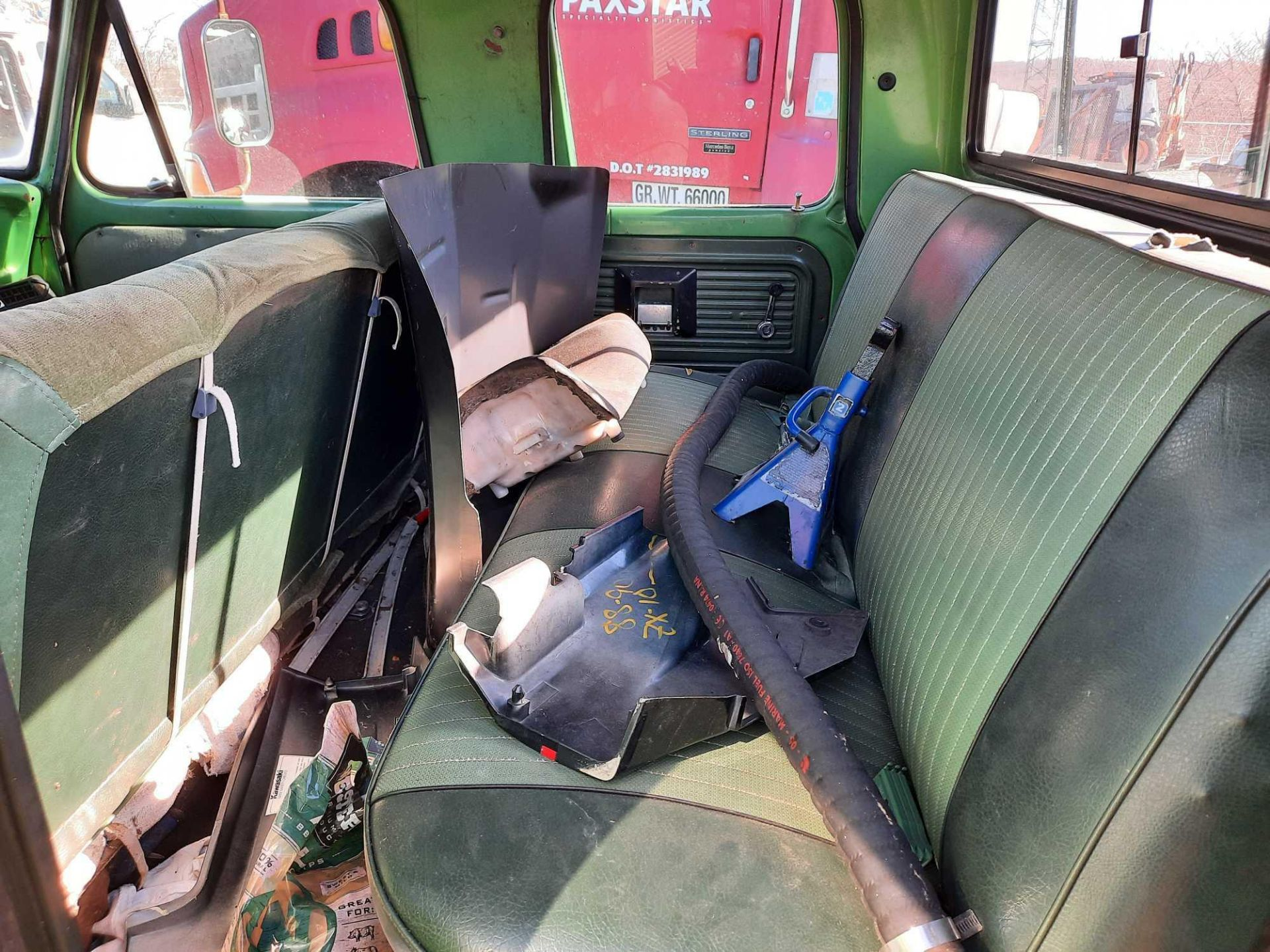 1972 FORD CREW CAB 350 PICK UP TRUCK (INOPERABLE) - Image 9 of 15