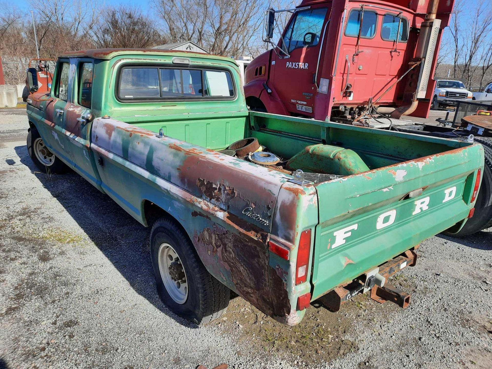 1972 FORD CREW CAB 350 PICK UP TRUCK (INOPERABLE) - Image 2 of 15