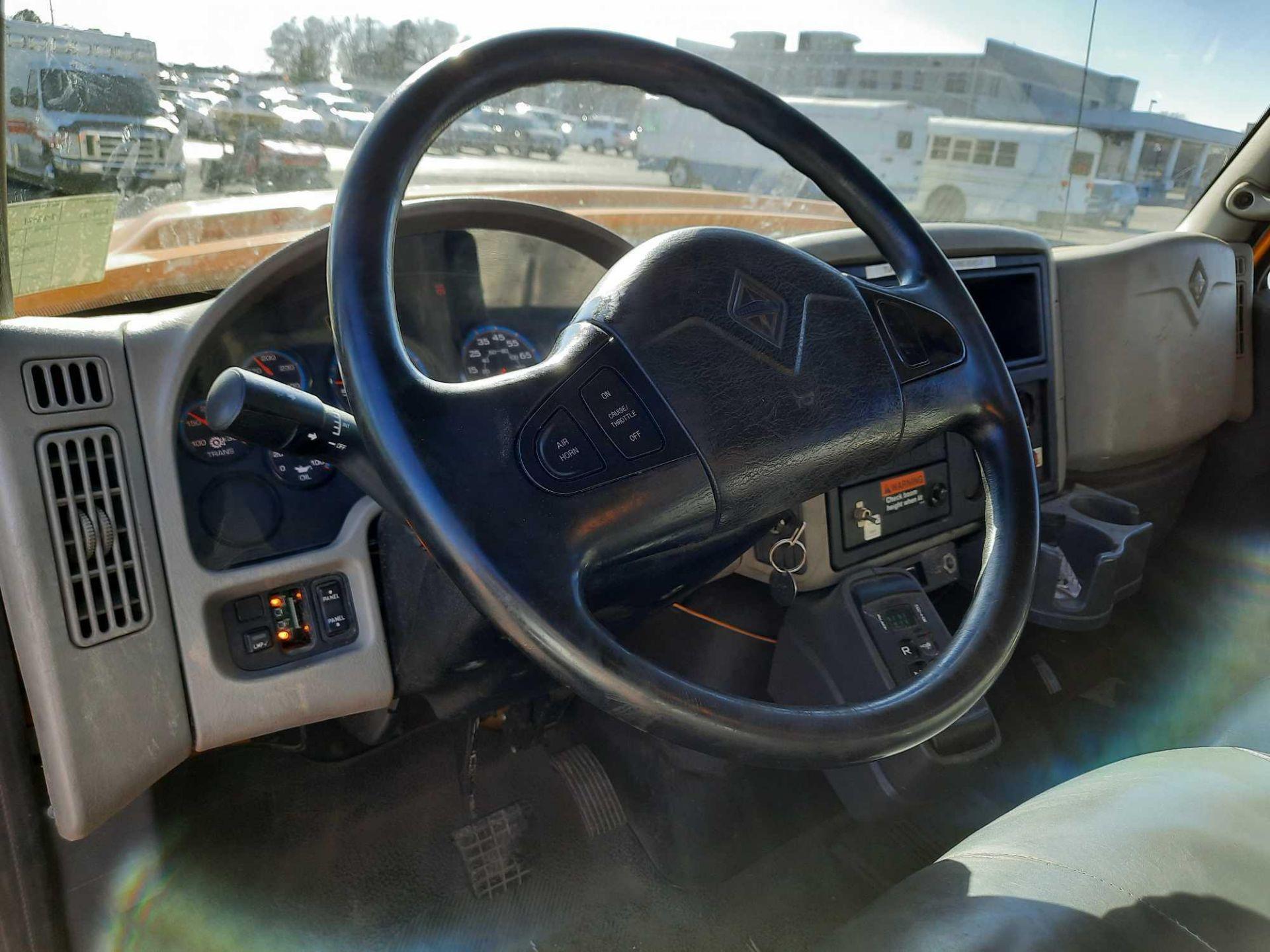2010 INTERNATIONAL 7300S KNUCKLEBOOM TRUCK - Image 8 of 18