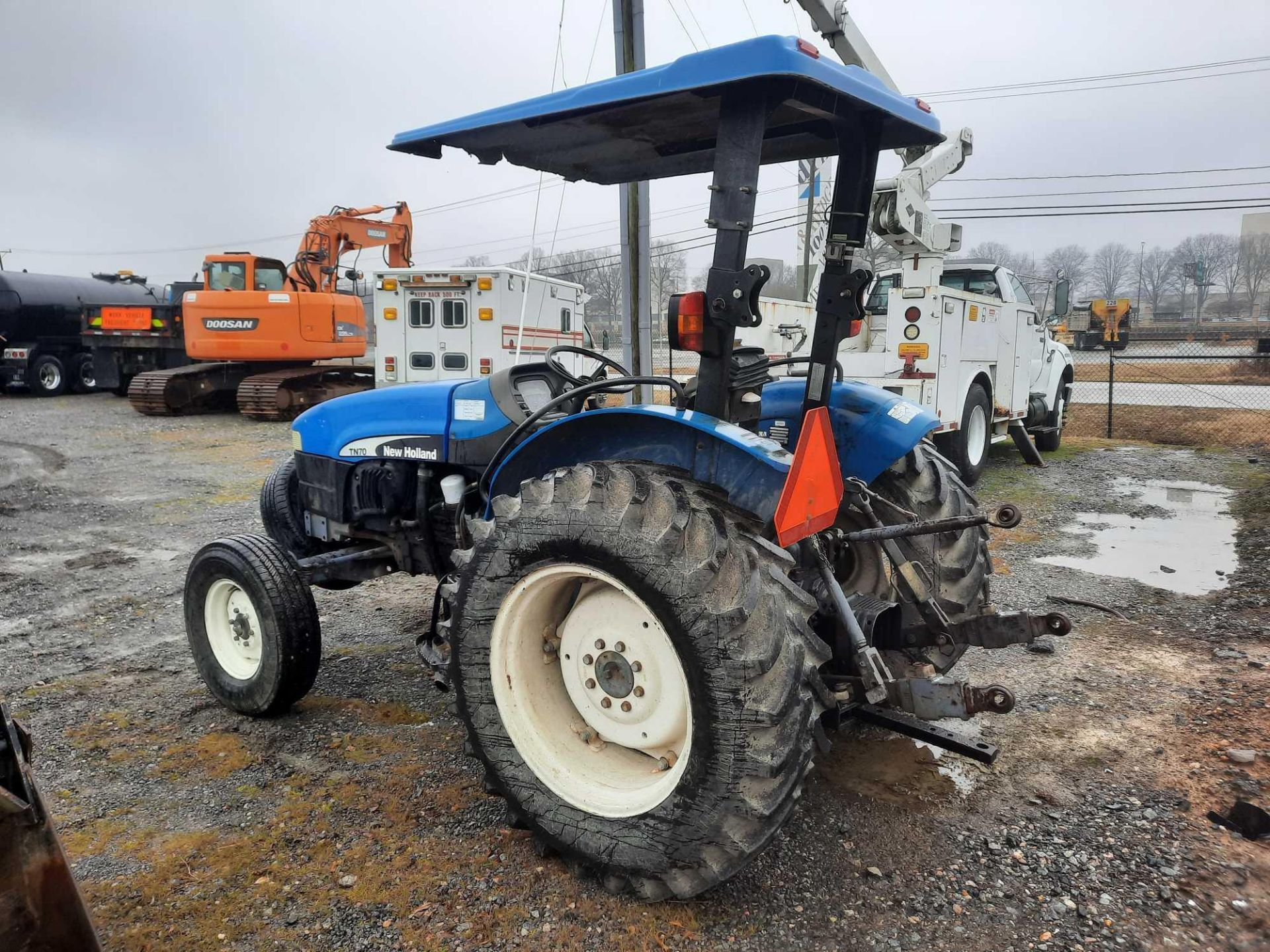 200 NEW HOLLAND TN70 TRACTOR - Image 2 of 4