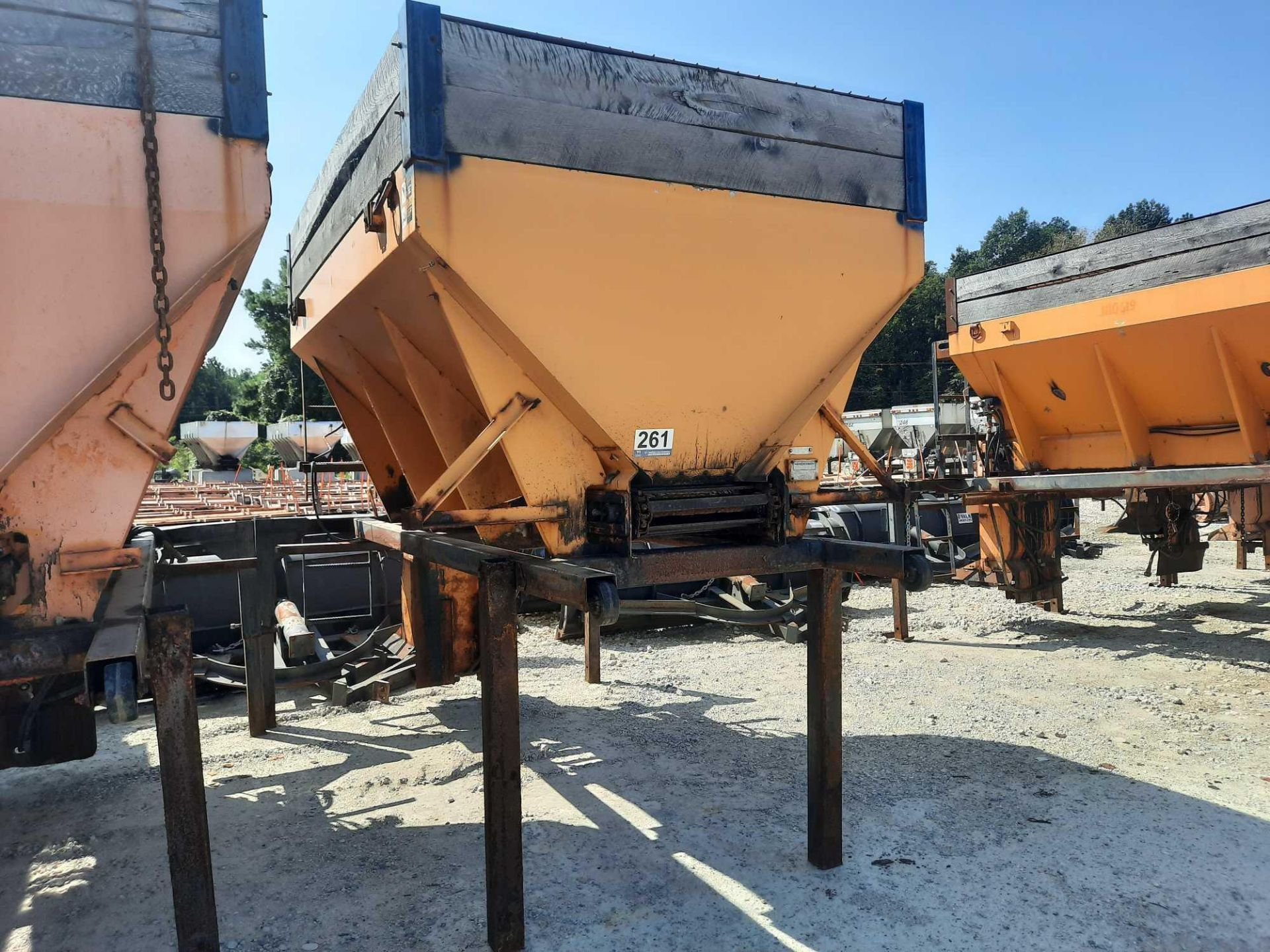10' HYDRAULIC SALT SPREADER W/STAND