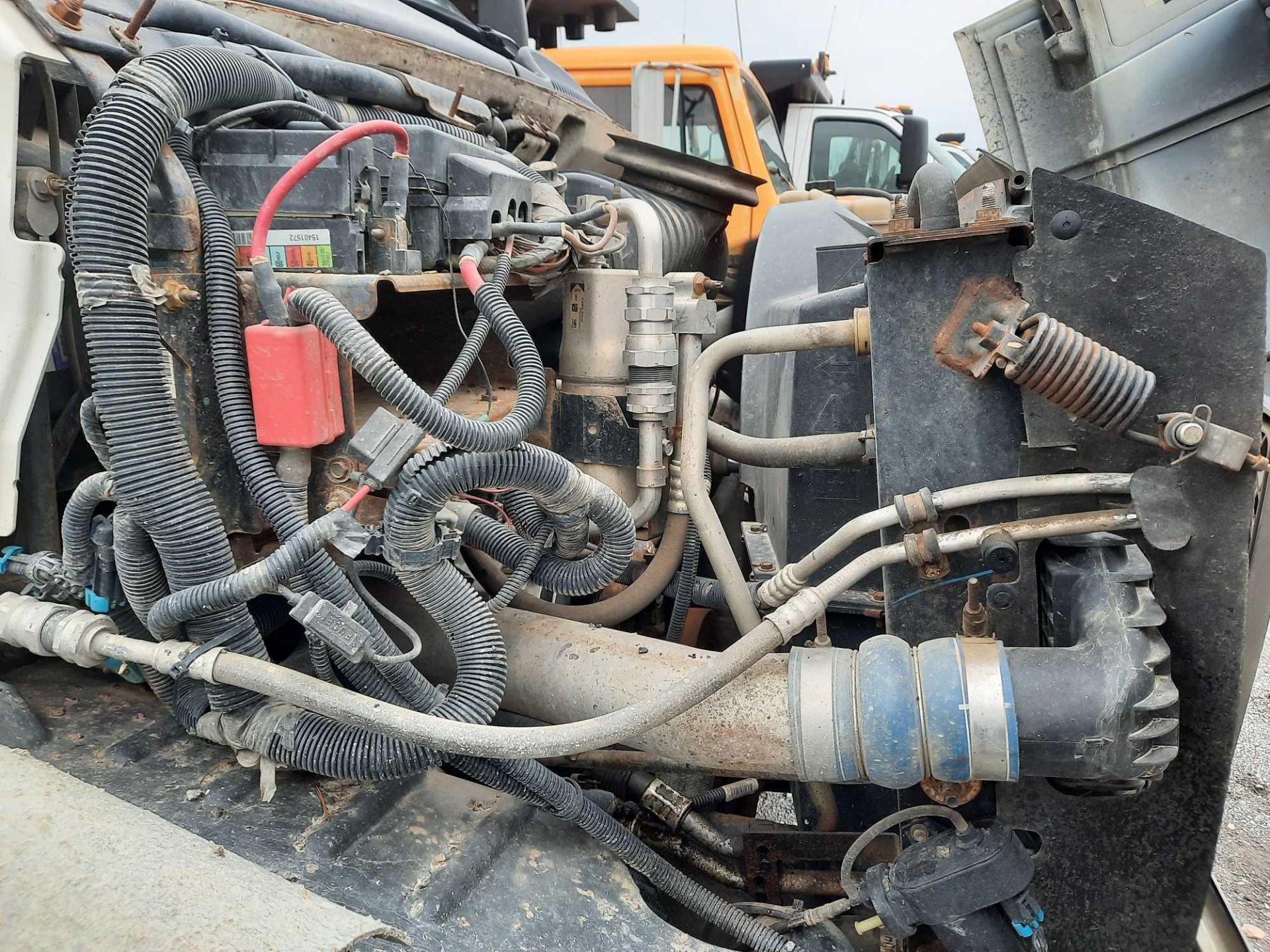 2005 GMC 7500 10' DUMP TRUCK (VDOT UNIT #: R07219) - Image 7 of 16