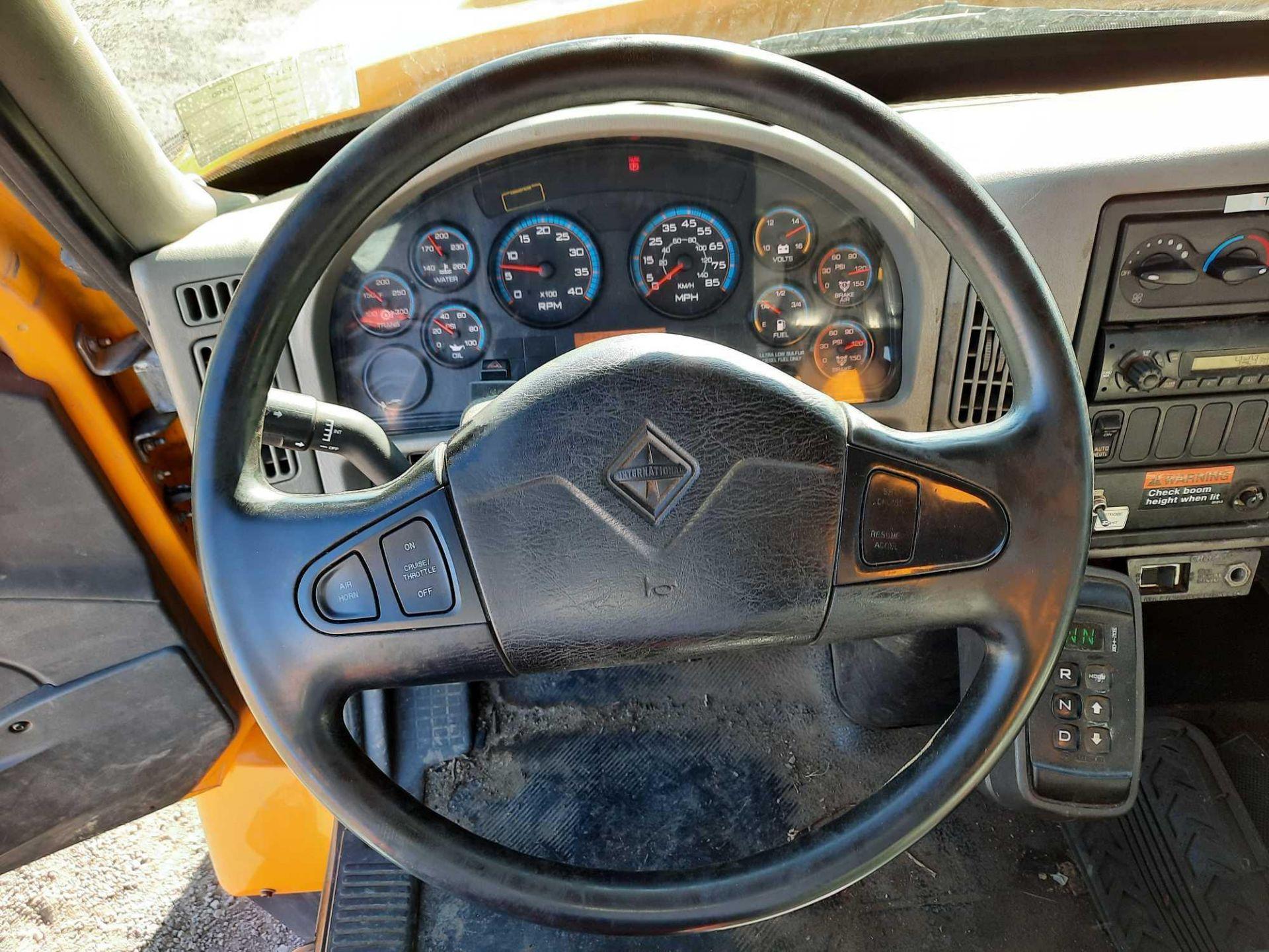 2010 INTERNATIONAL 7300S KNUCKLEBOOM TRUCK - Image 7 of 18