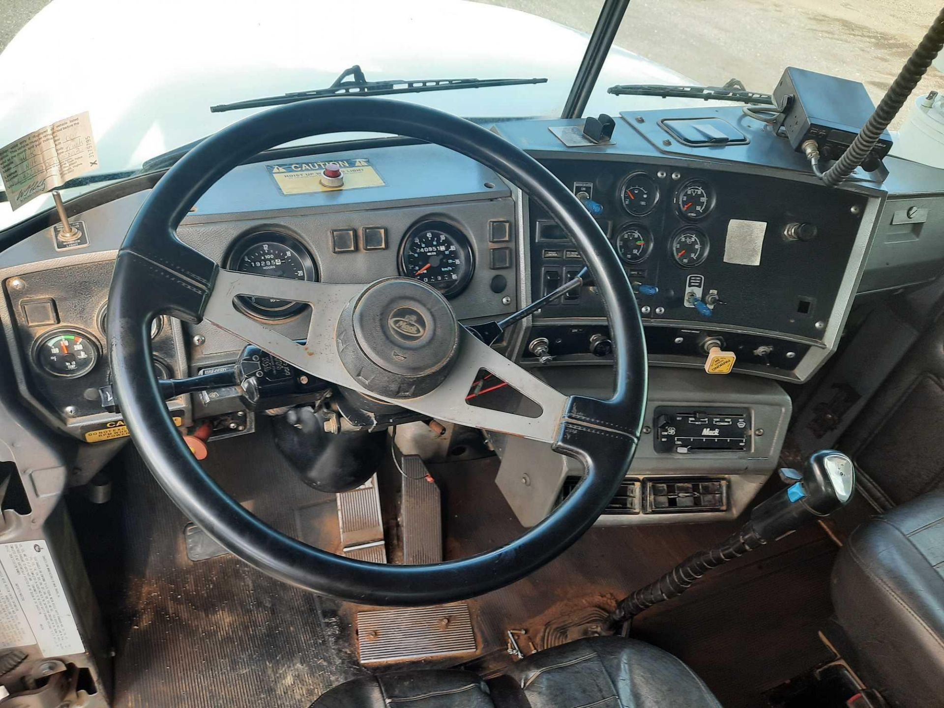 2001 MACK TRI/A ROLL OFF TRUCK - Image 9 of 23