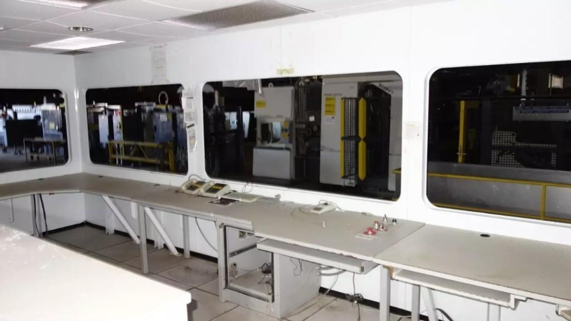 PREFABRICATED MODULAR OFFICE MECART COMMAND CENTER OFFICE WITH CONTENTS, 25X18FT (MISSING WINDOWS) - Image 2 of 11