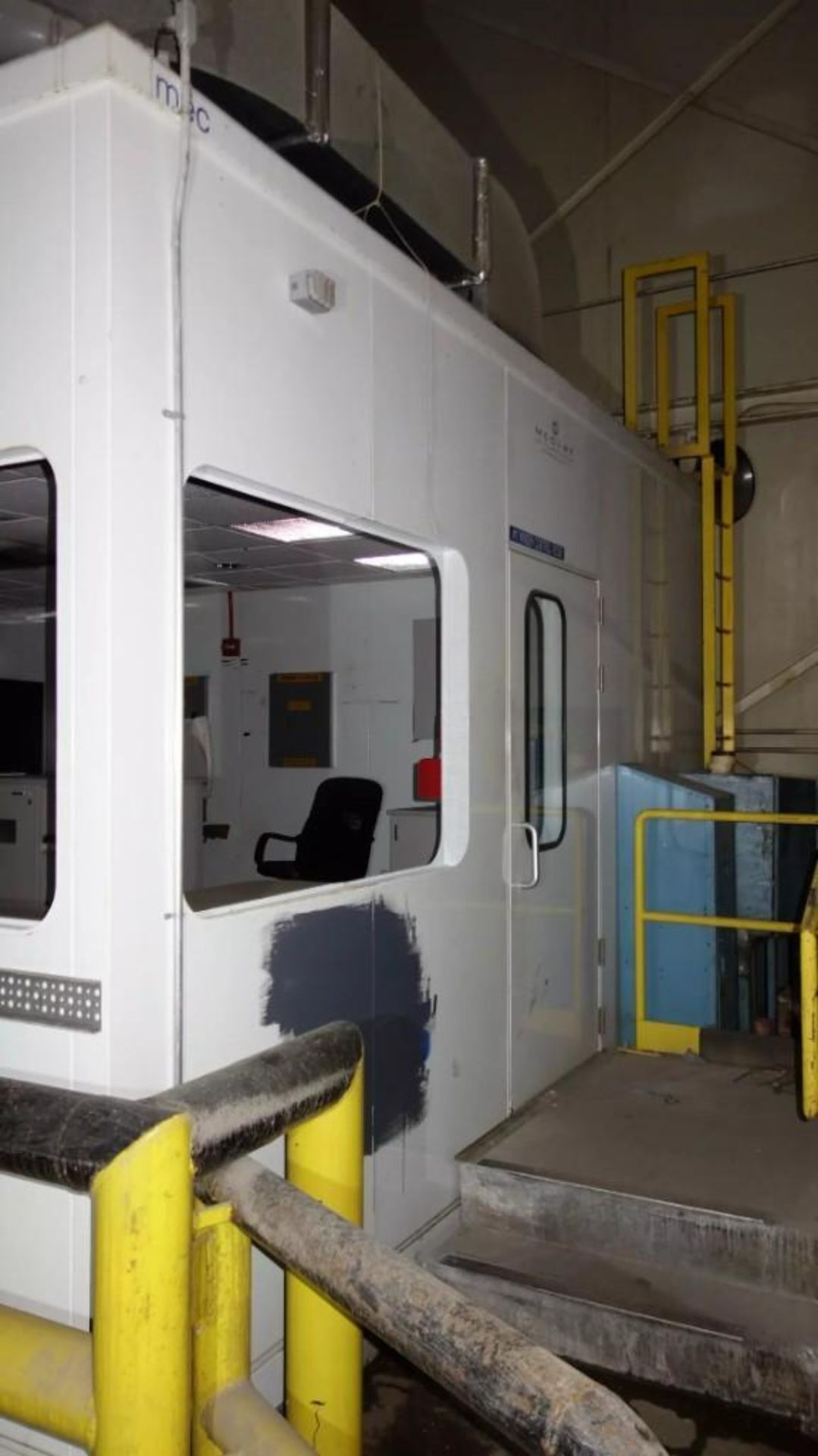 PREFABRICATED MODULAR OFFICE MECART COMMAND CENTER OFFICE WITH CONTENTS, 25X18FT (MISSING WINDOWS) - Image 9 of 11