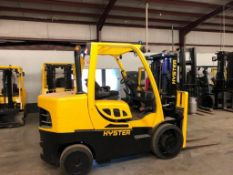 2017 HYSTER 15,000 LB. CAPACITY FORKLIFT, MODEL S155FT, SOLID TIRES, 2-STAGE MAST ***(LOCATED IN HAM