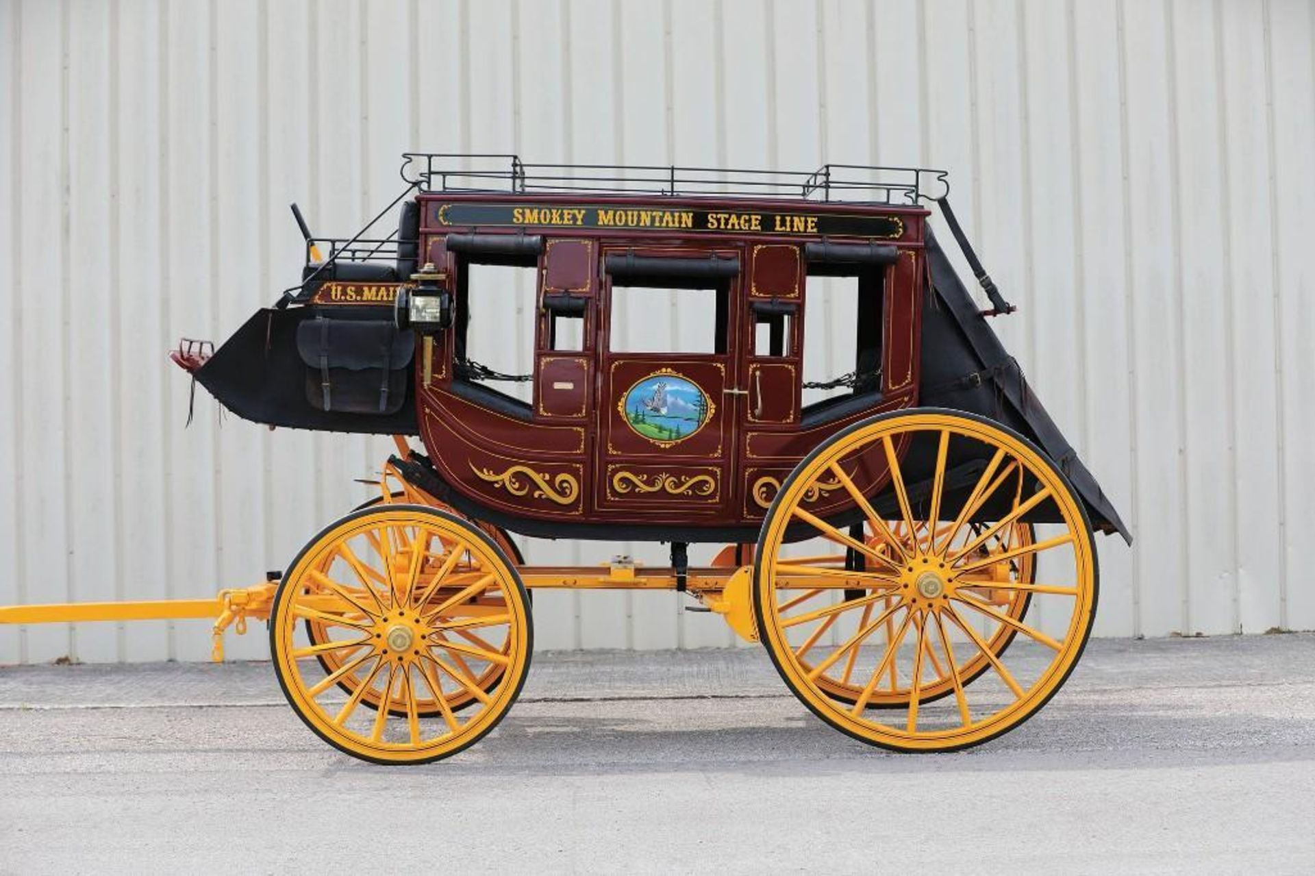 LATHAM Stagecoach, Built in Fortuna, Missouri in 2001, Mint Condition, Hooked Twice for Parades