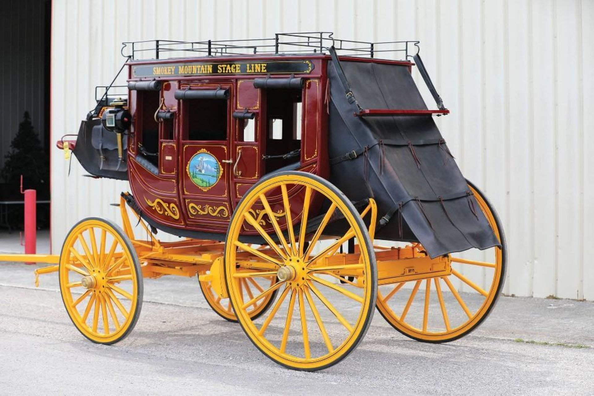 LATHAM Stagecoach, Built in Fortuna, Missouri in 2001, Mint Condition, Hooked Twice for Parades - Image 3 of 4