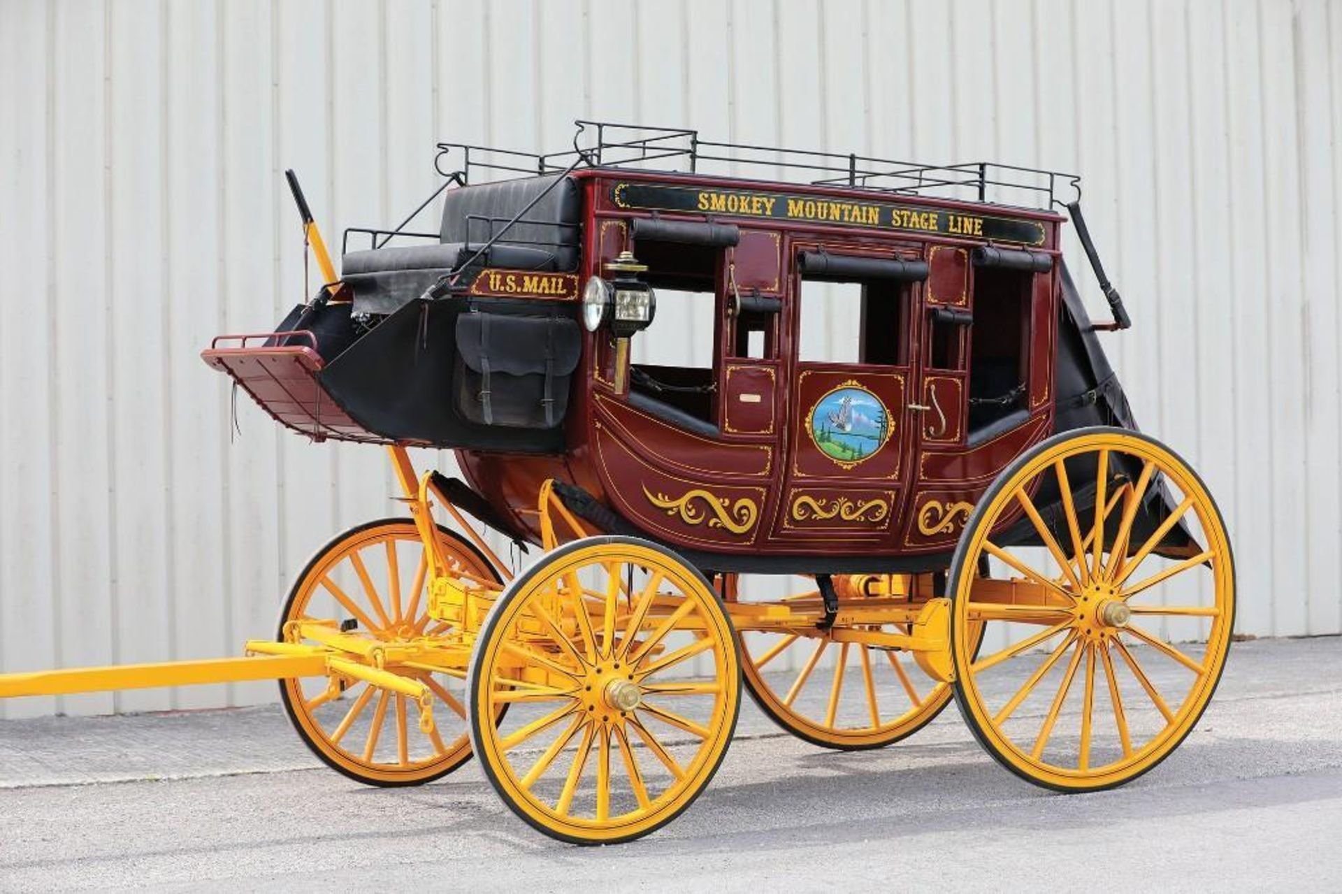 LATHAM Stagecoach, Built in Fortuna, Missouri in 2001, Mint Condition, Hooked Twice for Parades - Image 2 of 4