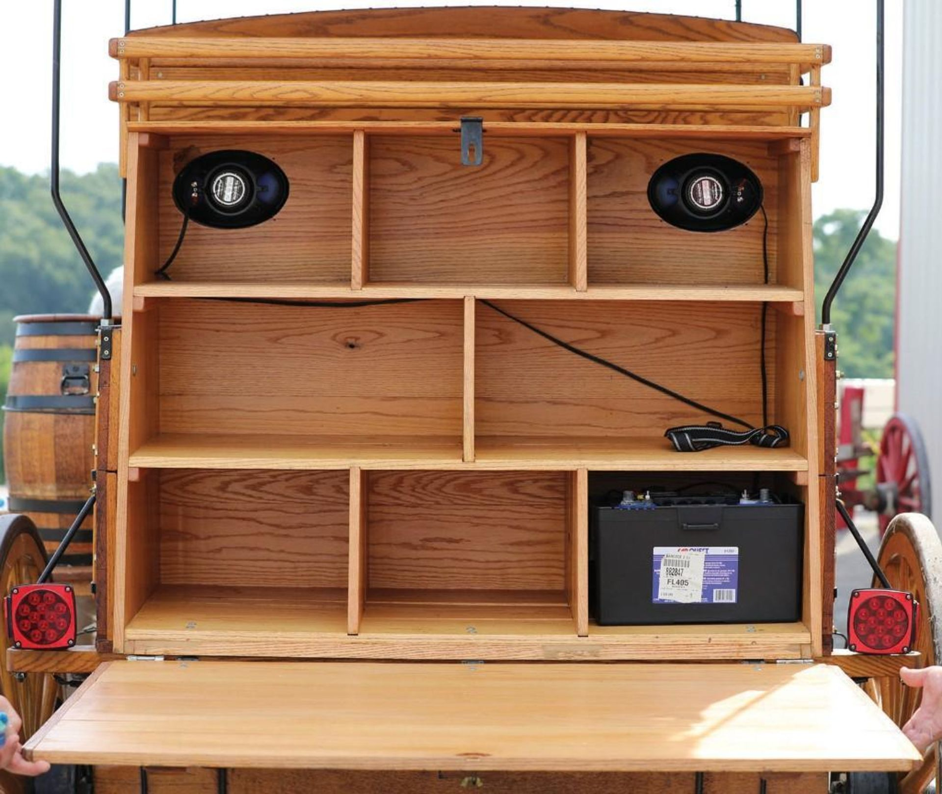 New Picnic Wagon, Fringe Top - Image 3 of 3