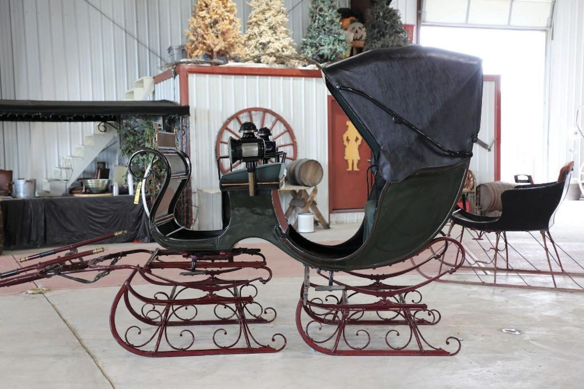 Autotop Sleigh, Made in Troy, NY. Lamps will sell separate - Image 3 of 4