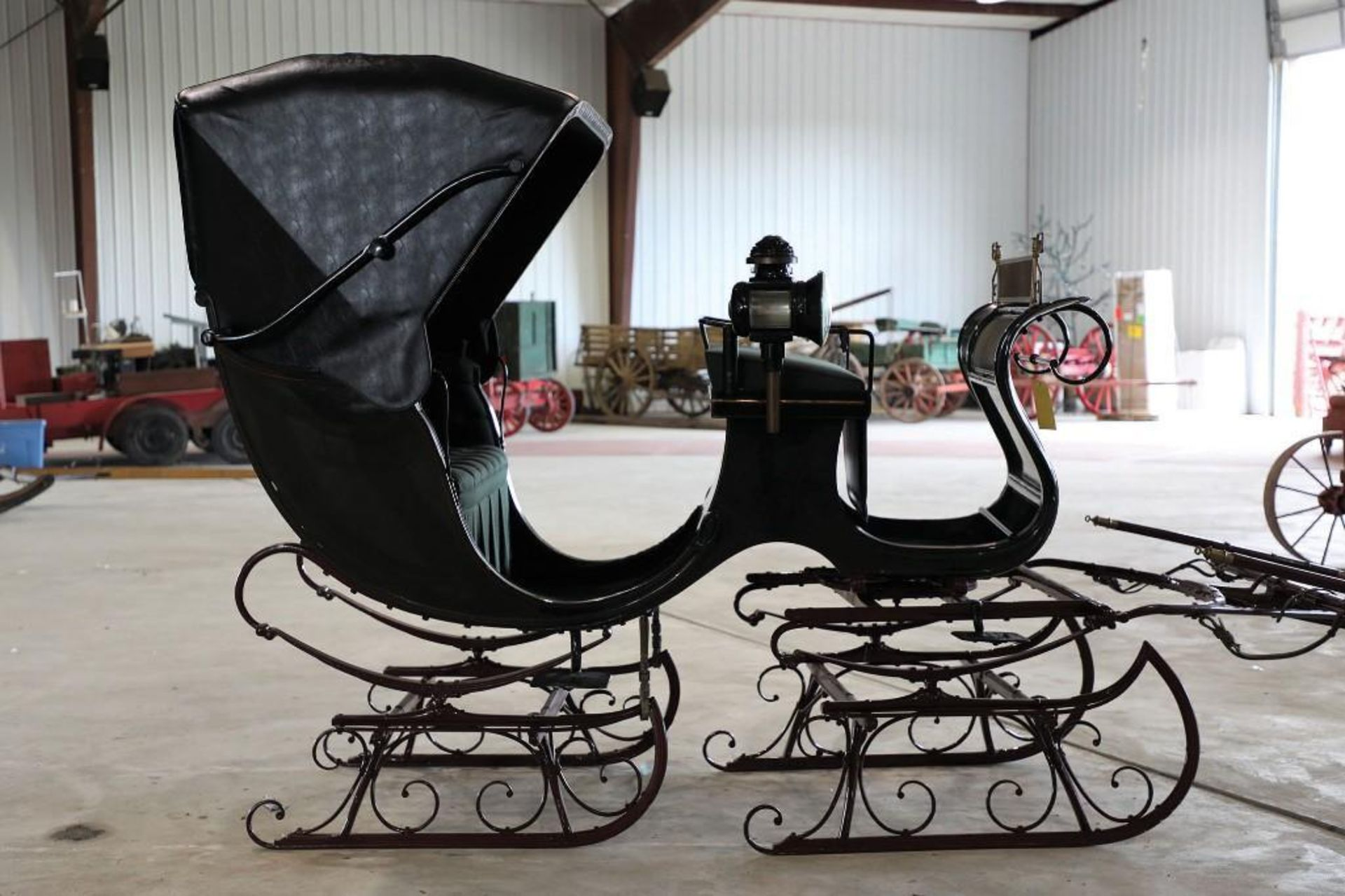 Autotop Sleigh, Made in Troy, NY. Lamps will sell separate - Image 2 of 4