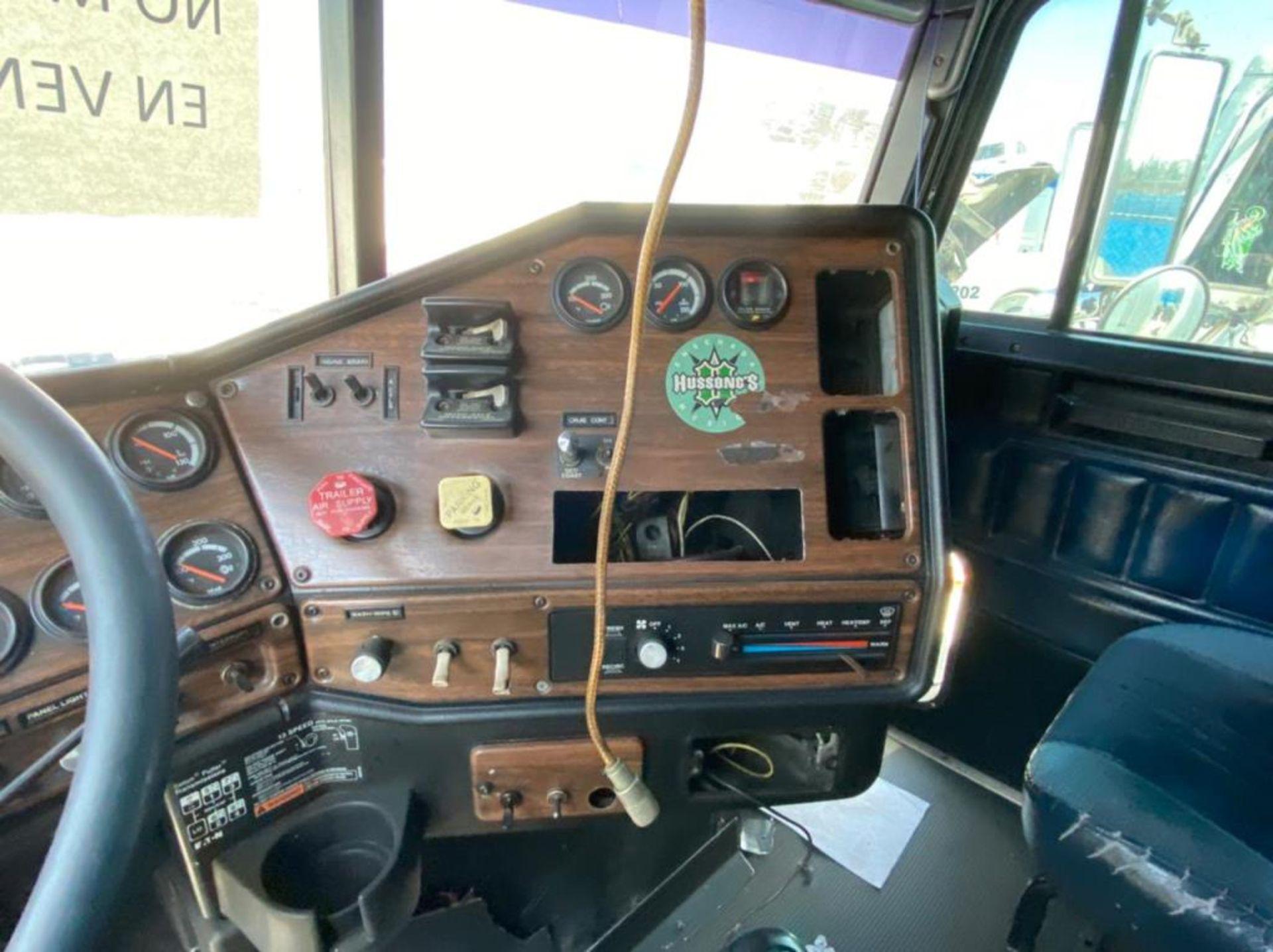 Tractocamión Marca FREIGHTLINER FLD-120, Modelo 1999 - Image 22 of 28
