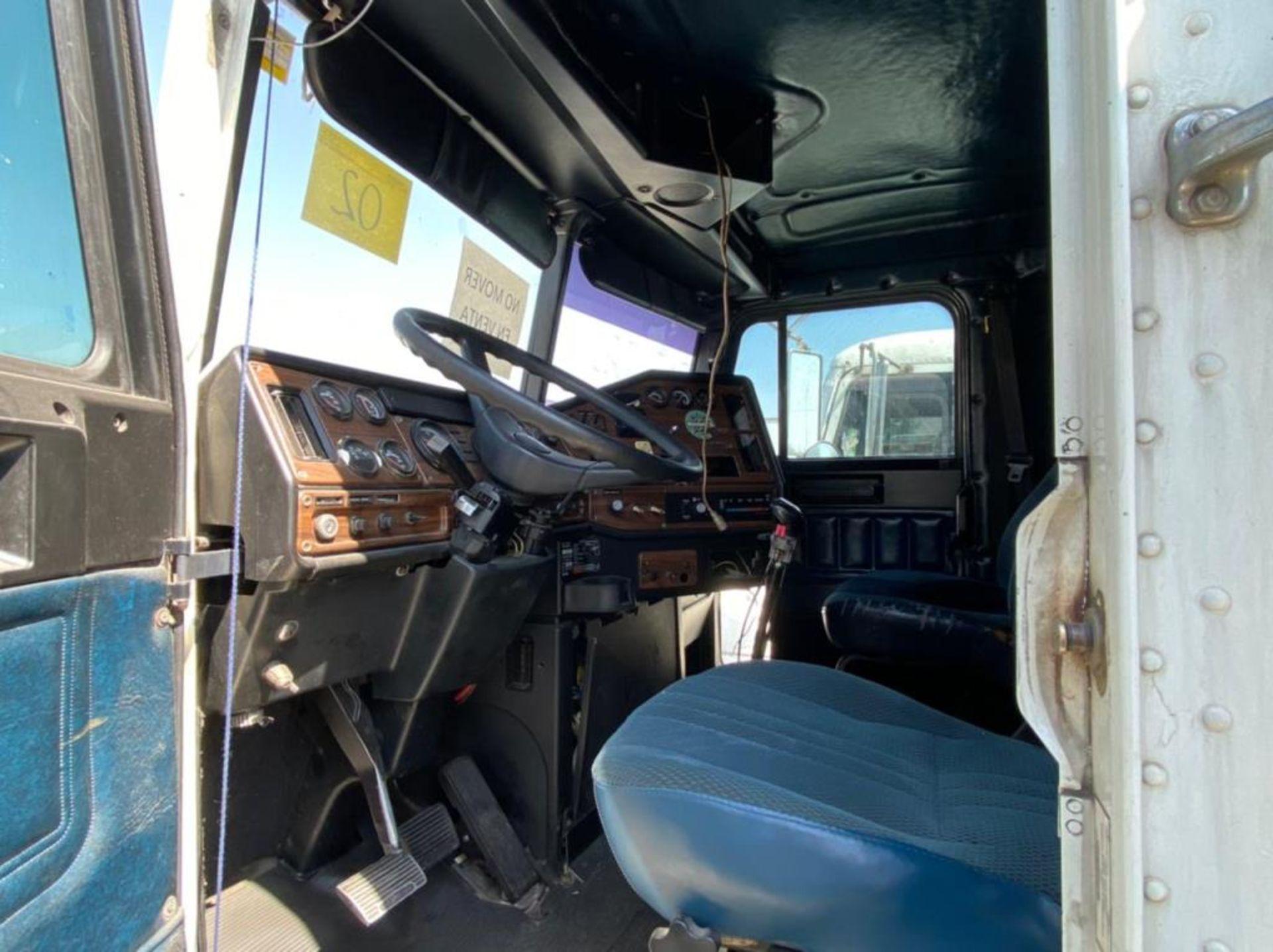 Tractocamión Marca FREIGHTLINER FLD-120, Modelo 1999 - Image 20 of 28