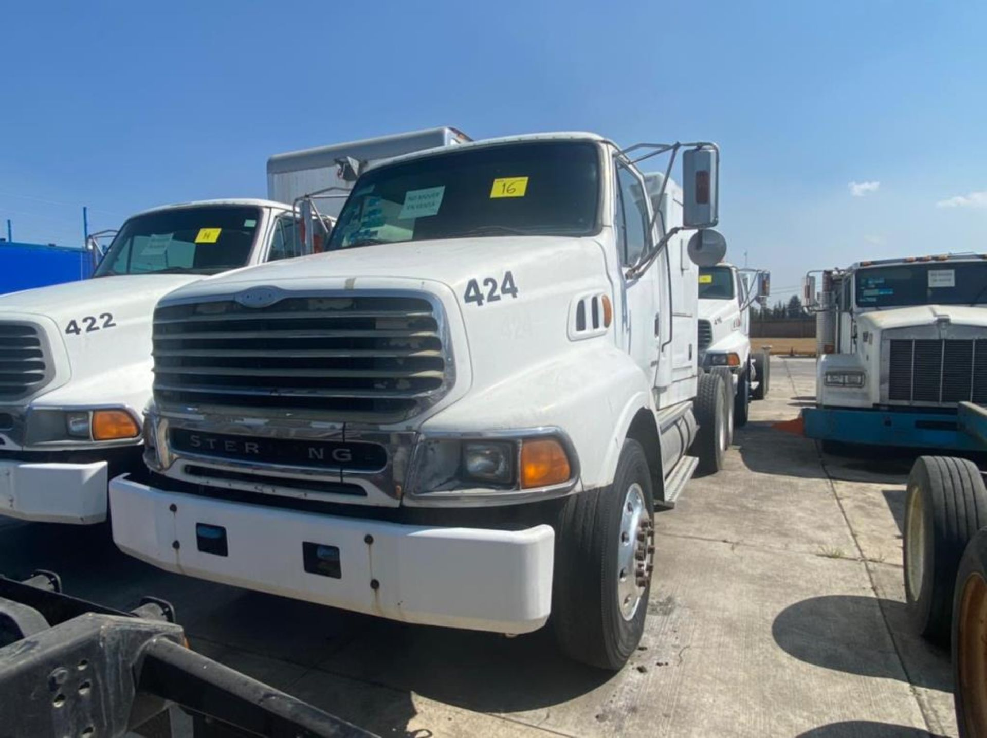Tractocamión Marca STERLING, LT9500 Chassis, Modelo 2001 - Image 3 of 25
