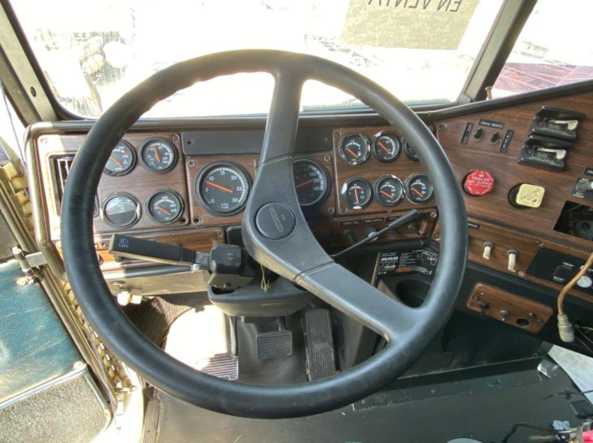 Tractocamión Marca FREIGHTLINER FLD-120, Modelo 1999 - Image 23 of 28