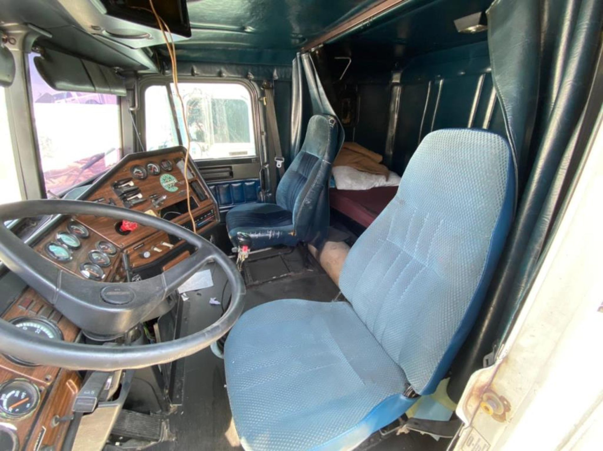 Tractocamión Marca FREIGHTLINER FLD-120, Modelo 1999 - Image 25 of 28
