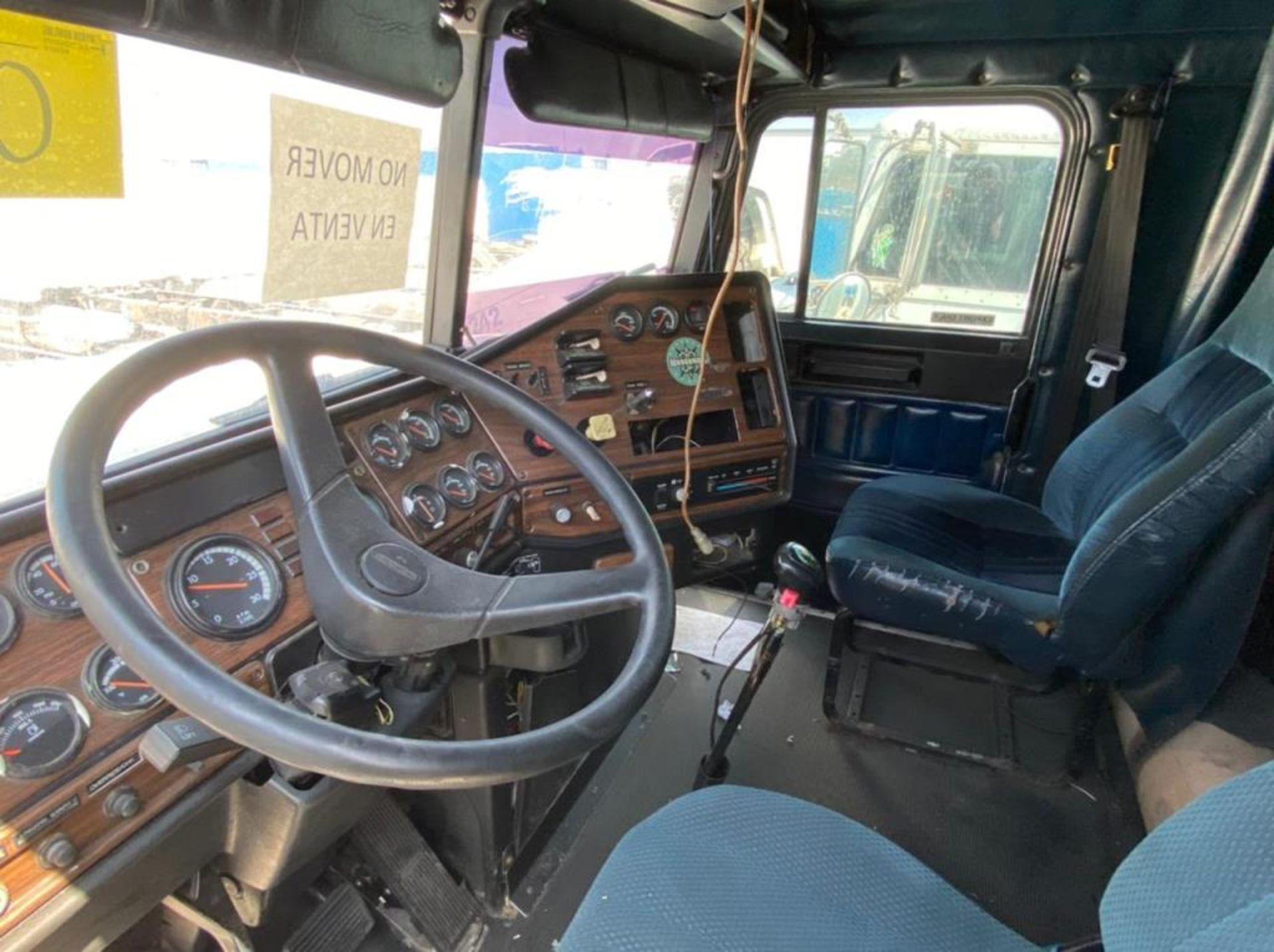 Tractocamión Marca FREIGHTLINER FLD-120, Modelo 1999 - Image 21 of 28