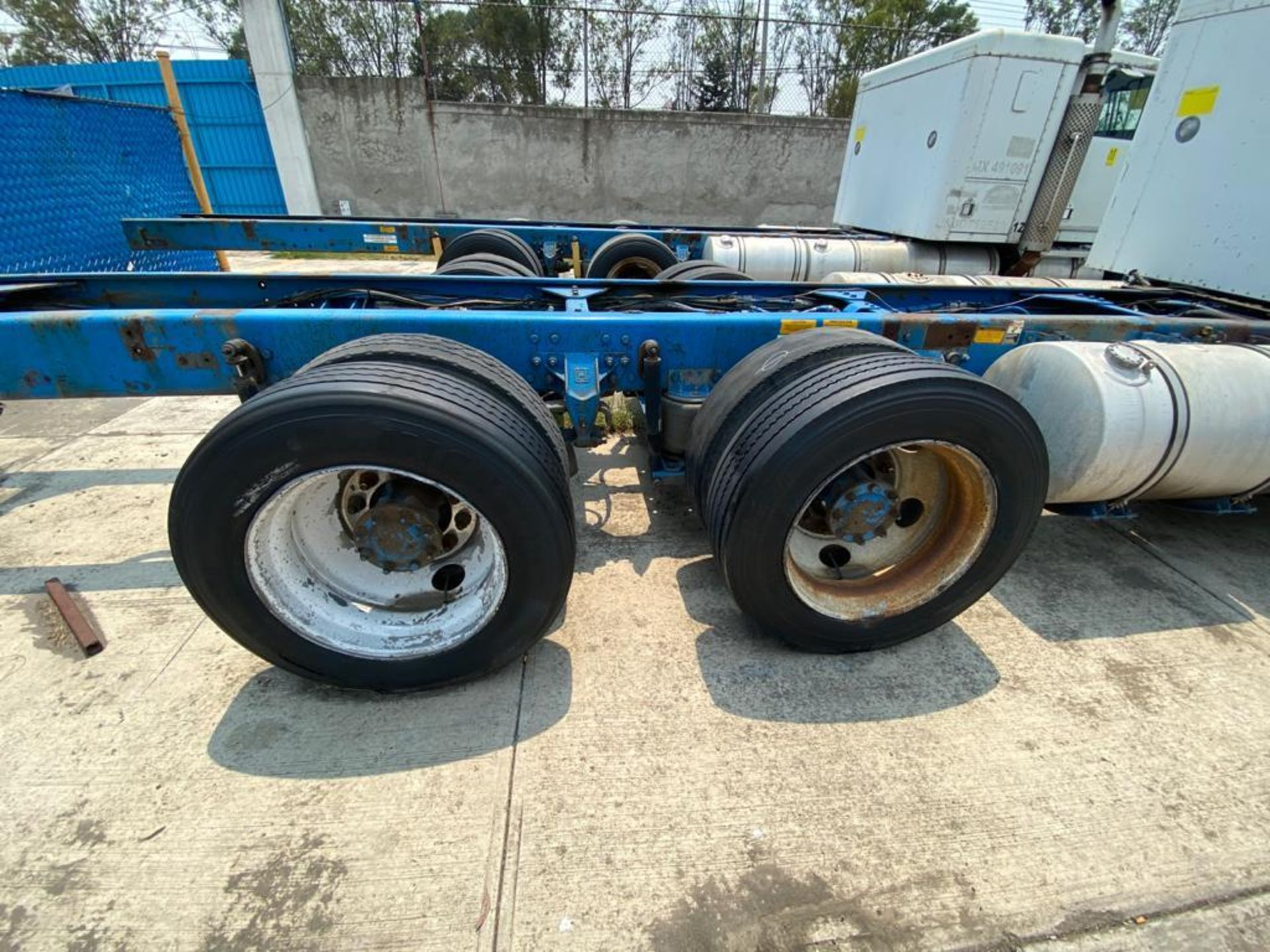1999 Kenworth Sleeper truck tractor, standard transmission of 18 speeds - Image 23 of 70