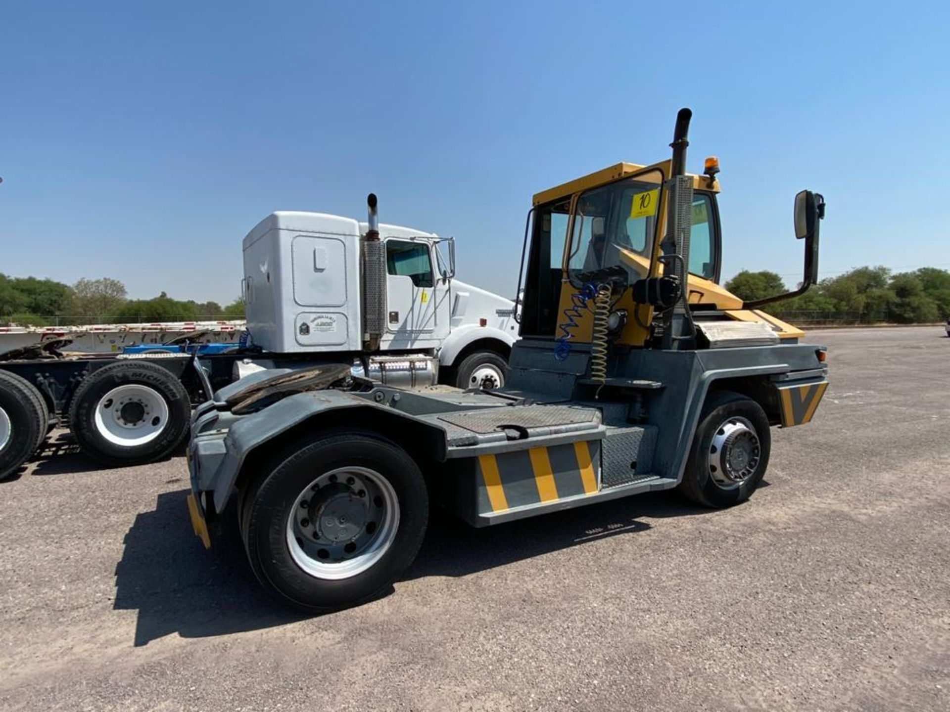 Terberg Capacity 2002 Terminal Tractor, automatic transmission, with Volvo motor - Image 4 of 28